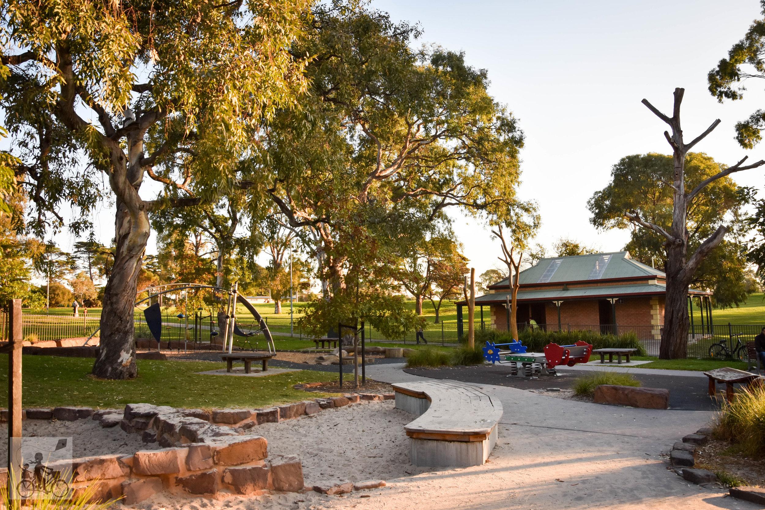 Mamma Knows North - Edwardes Lake Park