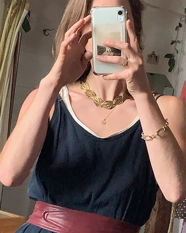 Rackk & Ruin jewelry always pairs well with vintage pieces because we're inspired by, and often utilize, vintage elements and materials  • Roma Link Bracelet, Stella Ring and Phia Pendant worn with vintage overlapping leaf choker 🍂