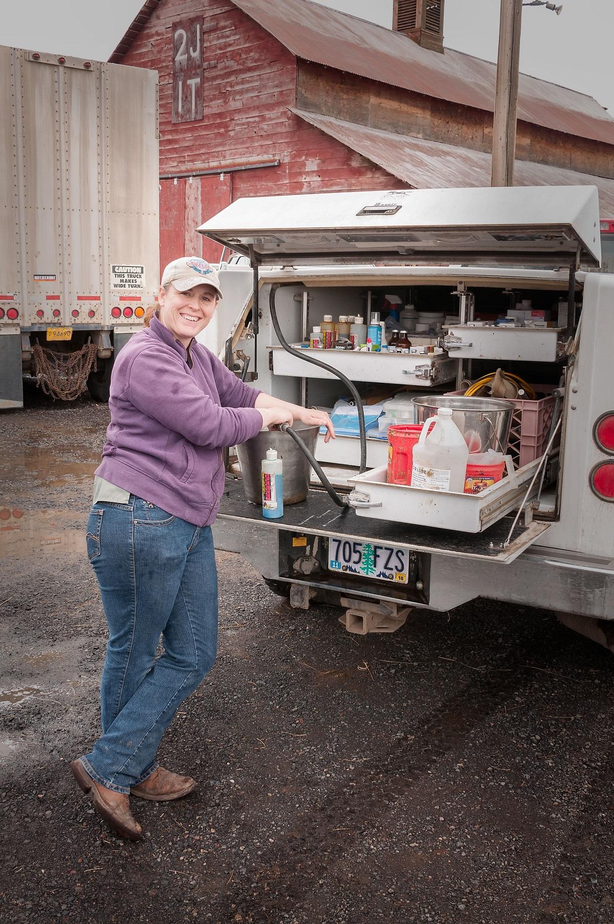 Melissa-with-vet-truck-DSC_7084.jpg