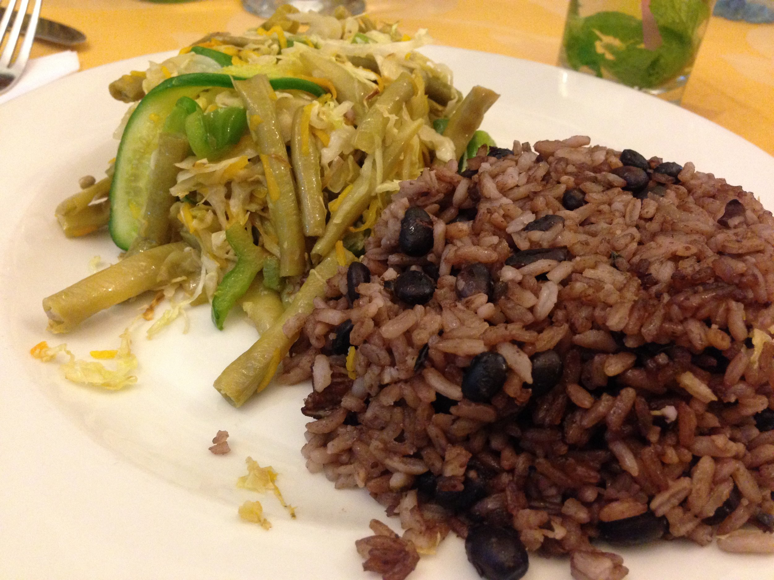 food in cuba - arroz con frijoles black beans with rice