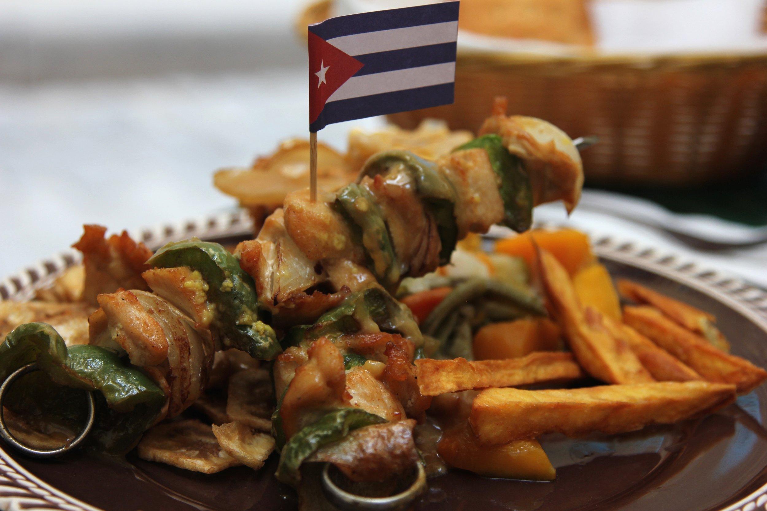 food in cuba - brochetta de pollo