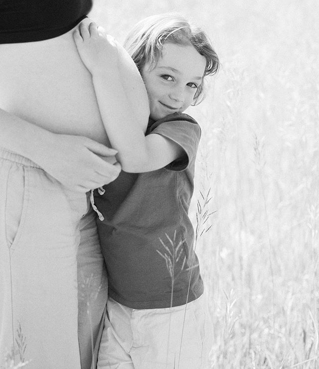 Such an endearing moment between siblings, there's already so much love.  @kmulhernphotography • • • #photographingfamilies #travelingphotographer #denverfamilyphotography #denverfamilies #denverfamilyphotographer #familyphotography #yourfamilyisworthit #yourfamilyisart #capturelifesmoments #creatememories #makememories #capturelifesevents #lookwherelifecantakeyou #kmulhernphotography #canonphotography #lookslikefilm #magicofchildhood #familyheirlooms #aninvestmentinyourfamily #motherhood #motherhoodmoments #bigbrother #fatherhood #fatherhoodmoments #lookslikefilmkids #beinspired #candidchildhood #denvercolorado #maternityphotography