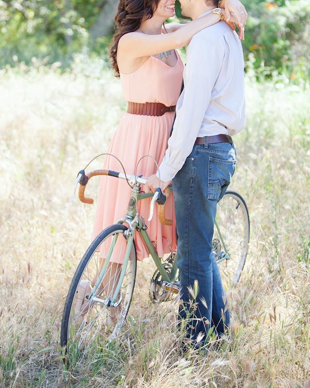 who doesn't love a vintage bike and a super cute couple?!? @kmulhernphotography • • • #photographingcouples #travelingphotographer #denverfamilyphotographer #yourfamilyisworthit #yourfamilyisart #capturelifesmoments #creatememories #makememories #capturelifesevents #lookwherelifecantakeyou #kmulhernphotography #canonphotography #familyheirlooms #aninvestmentinyourfamily  #dogmom #engaged #engagementsession #dogparents #lookslikefilm #beinspired #weddingphotography #denverweddingphotographer #colorado #denvercolorado #vintagebicycle