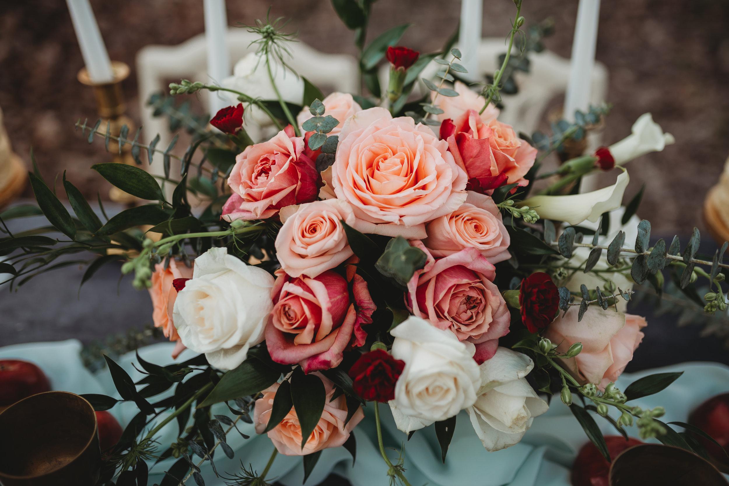 lexington-wedding-photographer-bouquet-moody