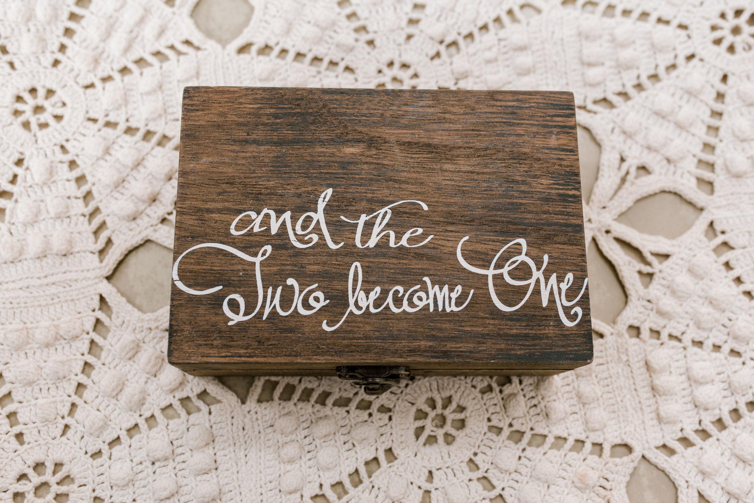lexington-kentucky-wedding-photographer-ring-box
