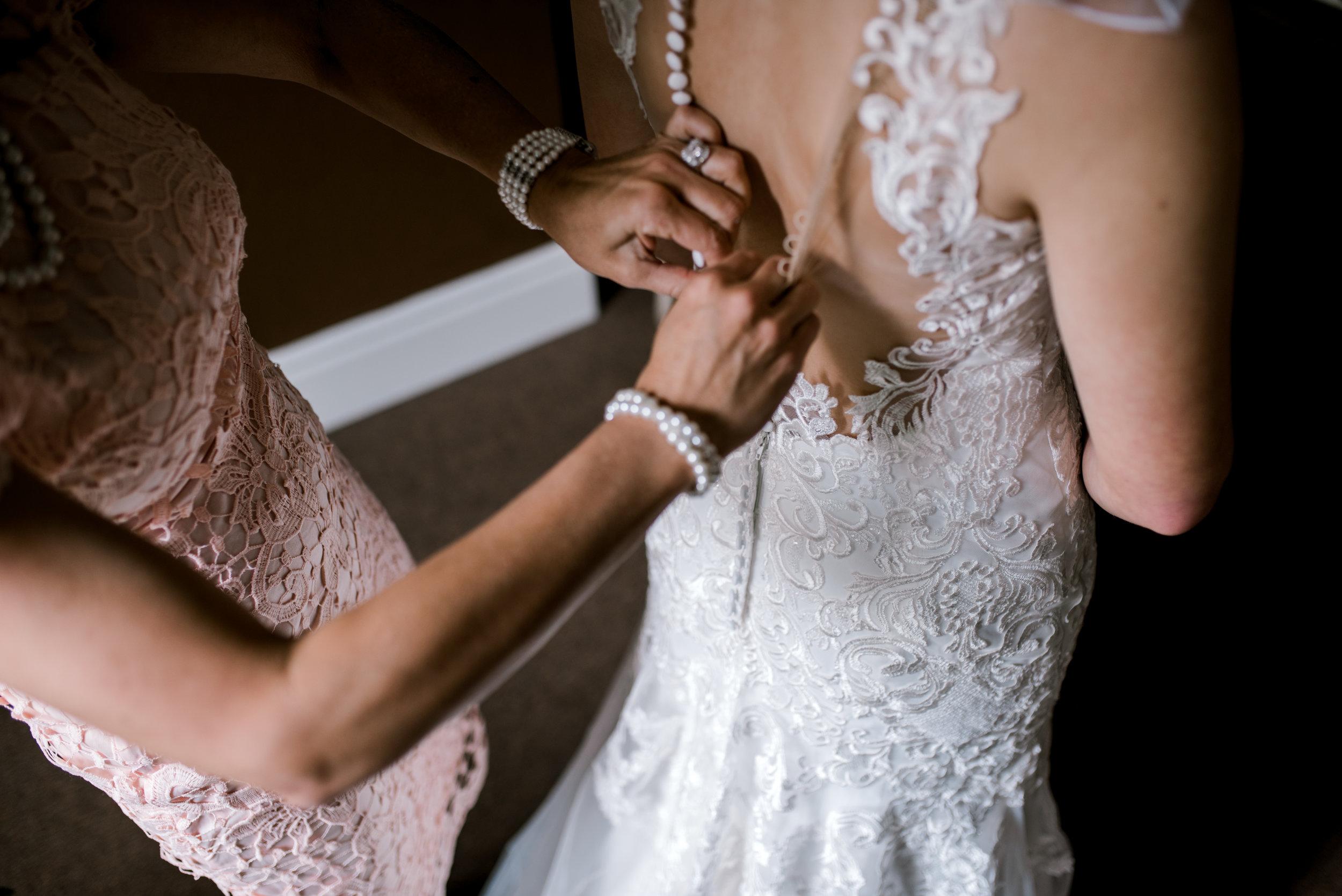 wedding-photographer-lexington-ky-wedding-dress