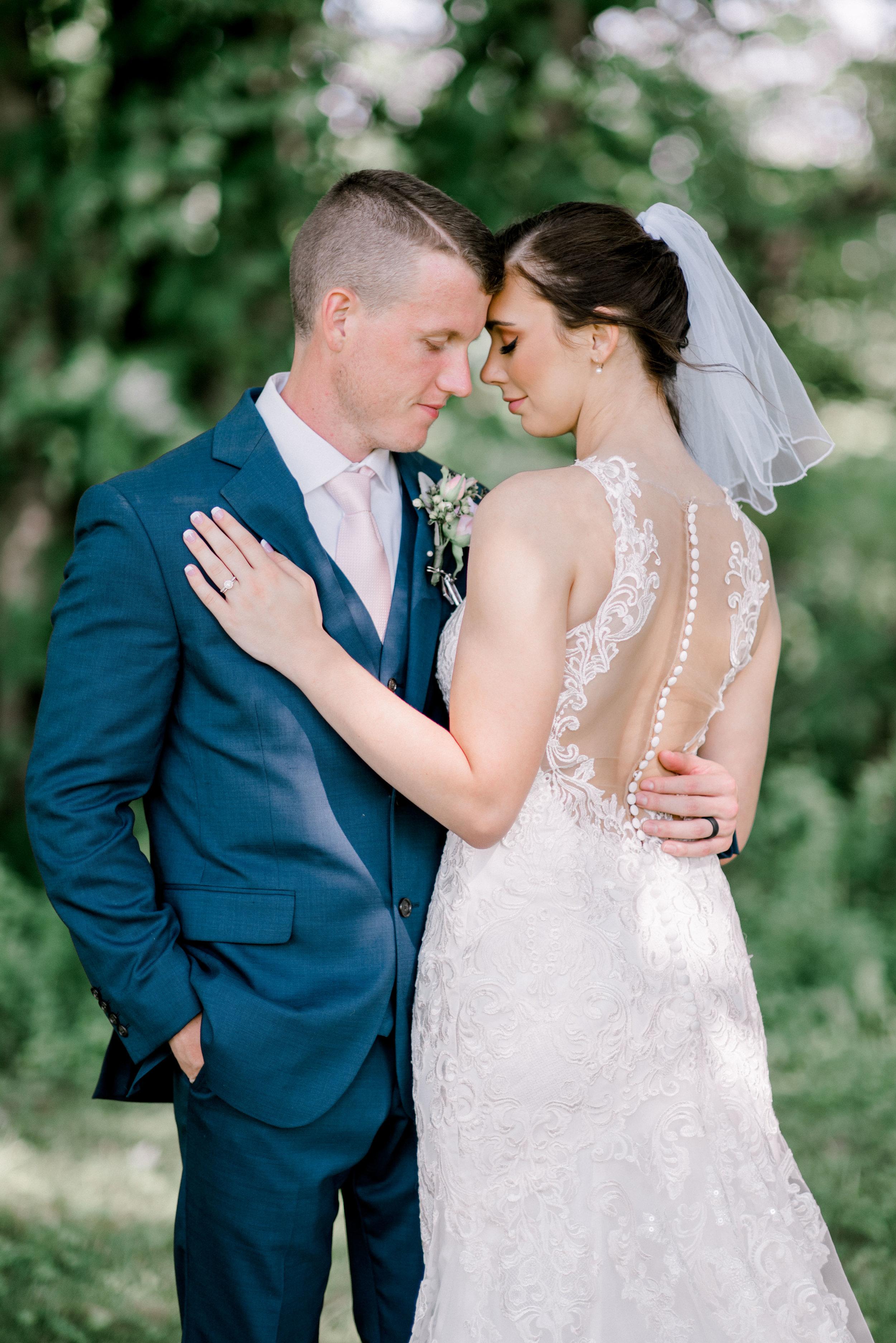 best-wedding-photographer-lexington-couple-portraits