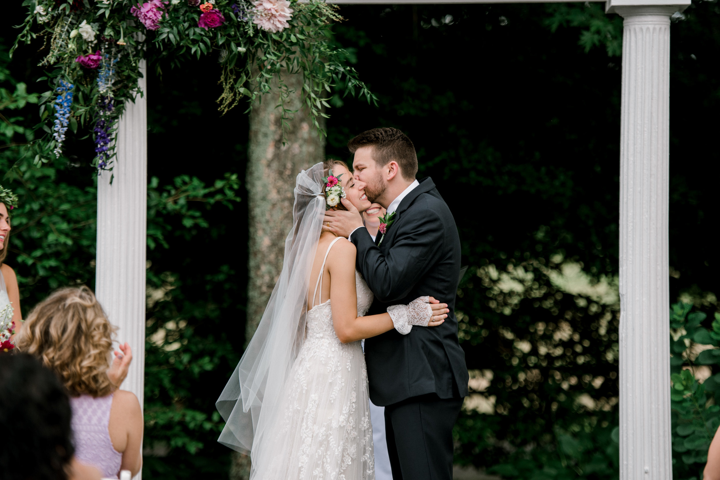 wedding-ceremony-first-kiss-lexington-kentucky-wedding-photographer