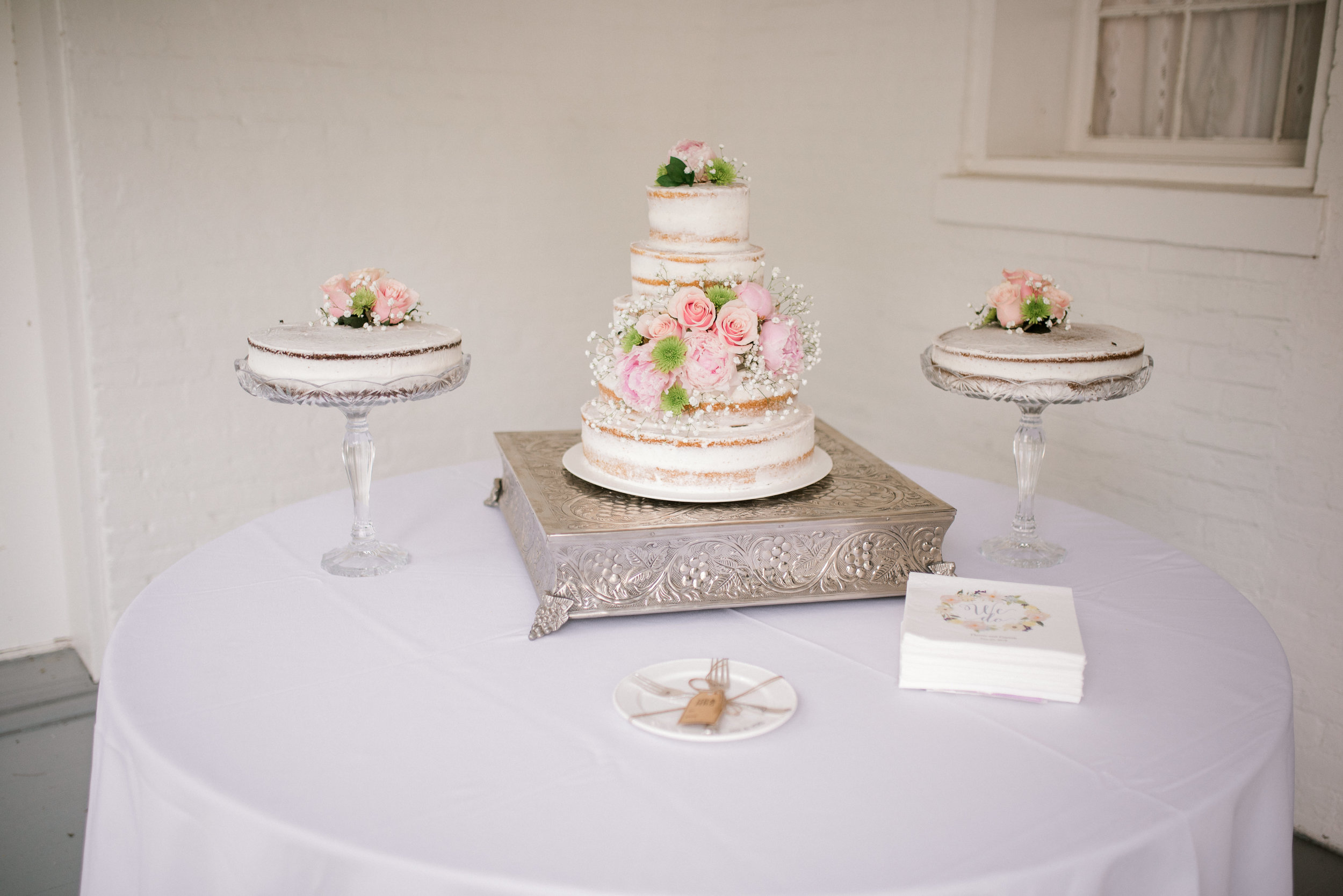 lexington-kentucky-wedding-photographer-cake