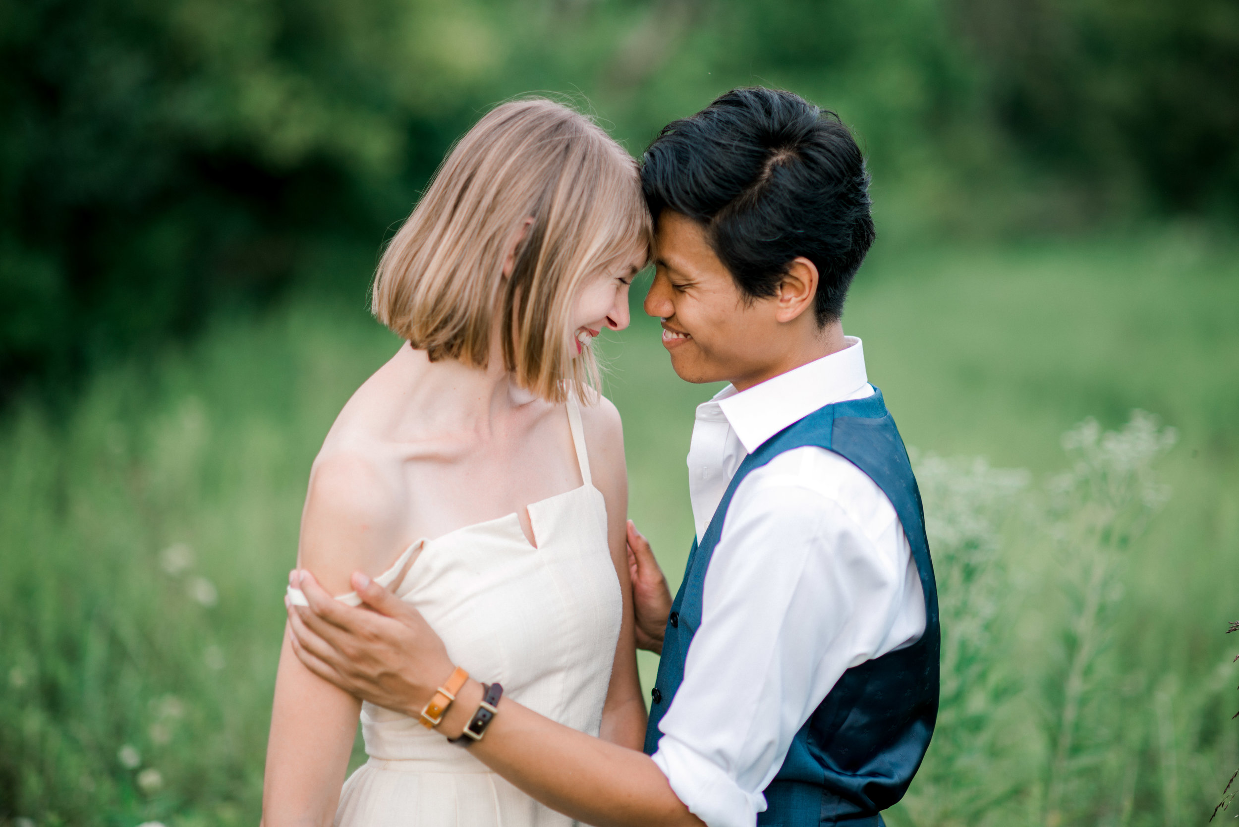 lexington-wedding-photographer-couple-giggling