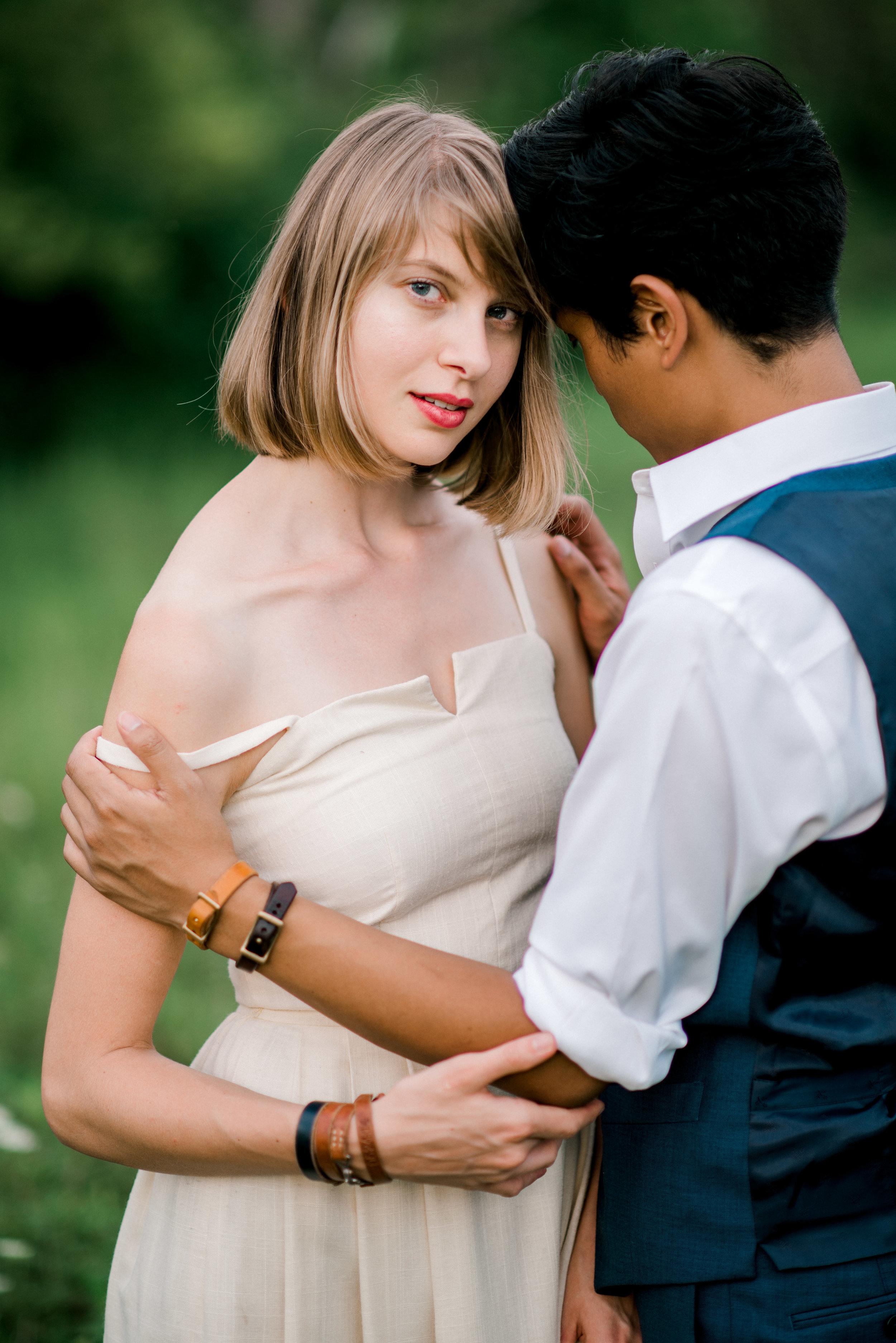 lexington-wedding-photographer-intimate-embrace