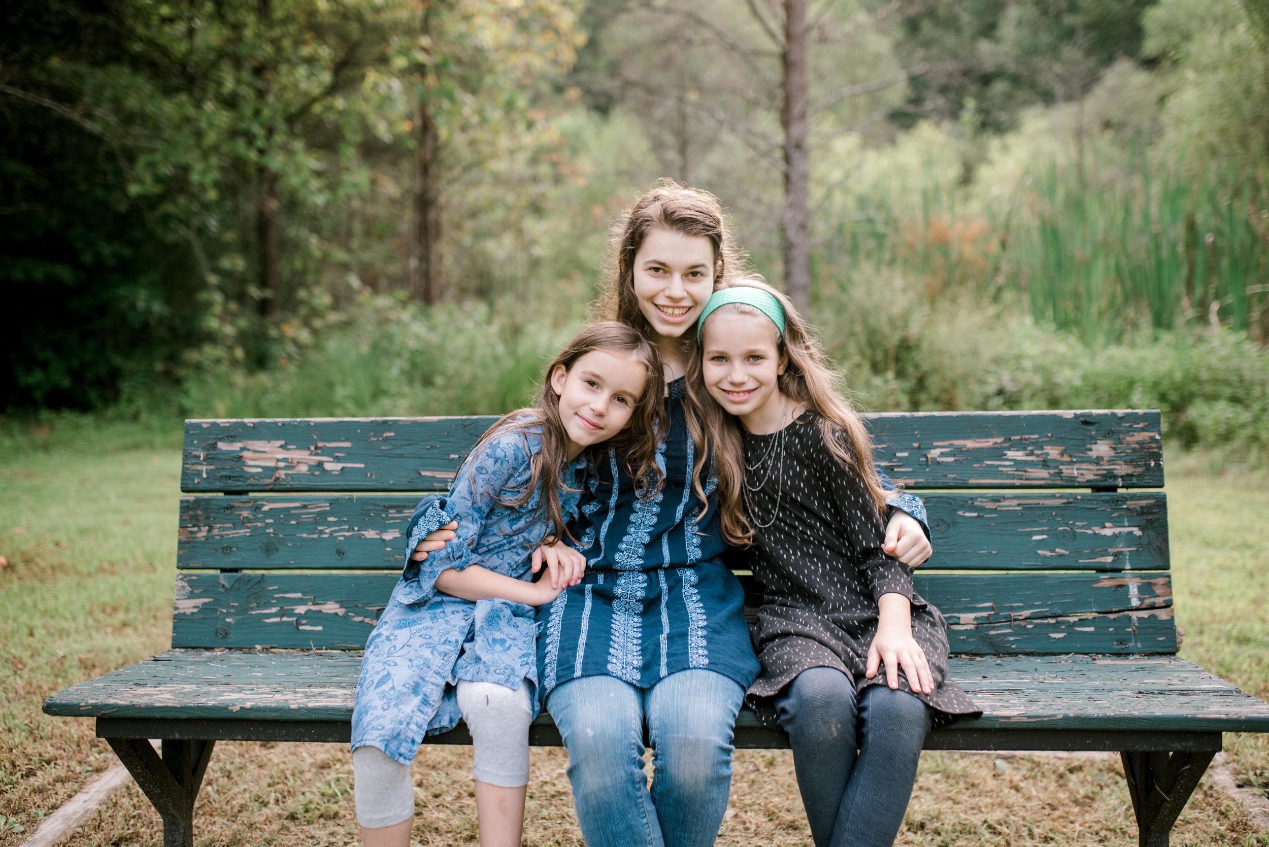 family-photographer-kentucky-sisters