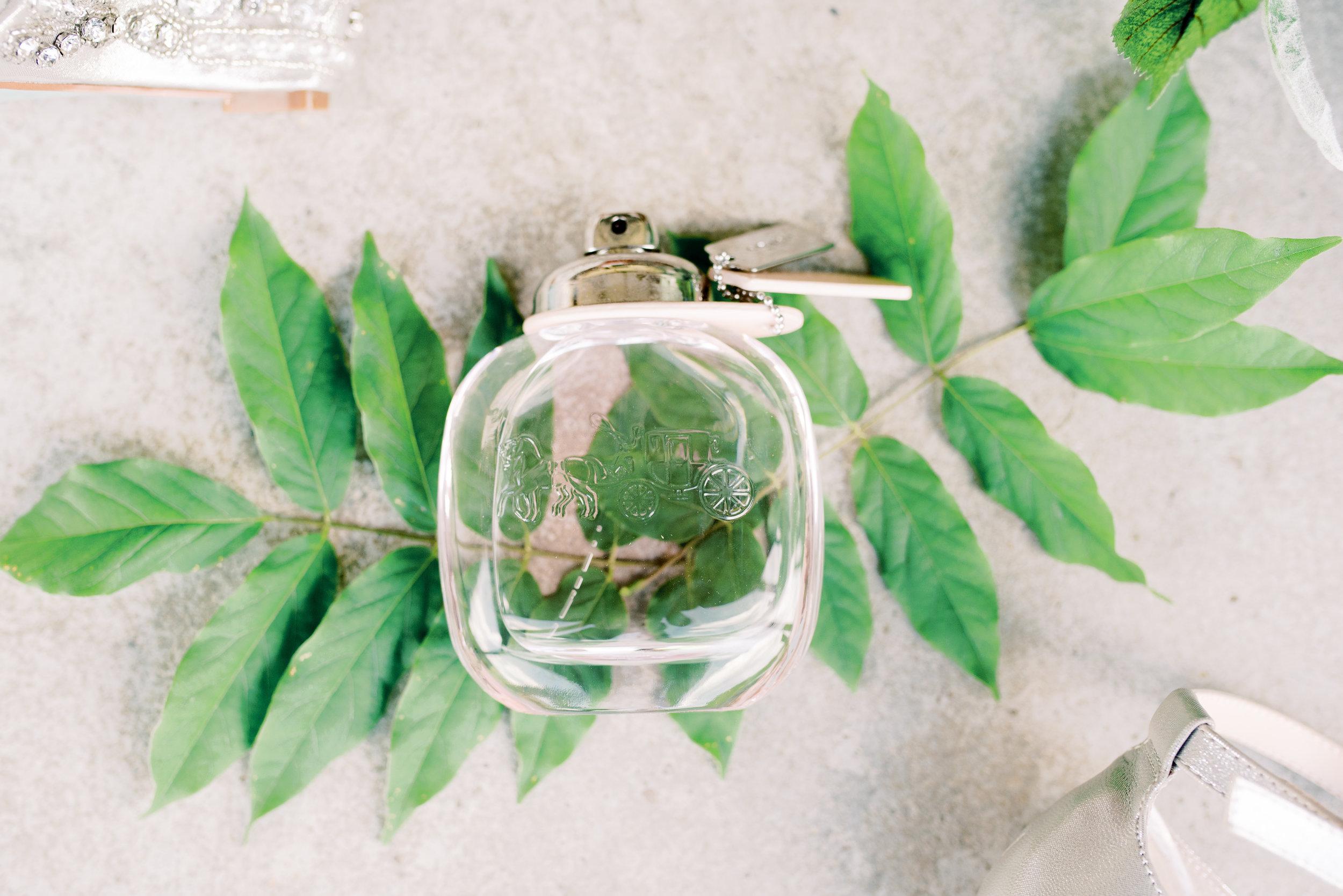 lexington-wedding-photographer-perfume