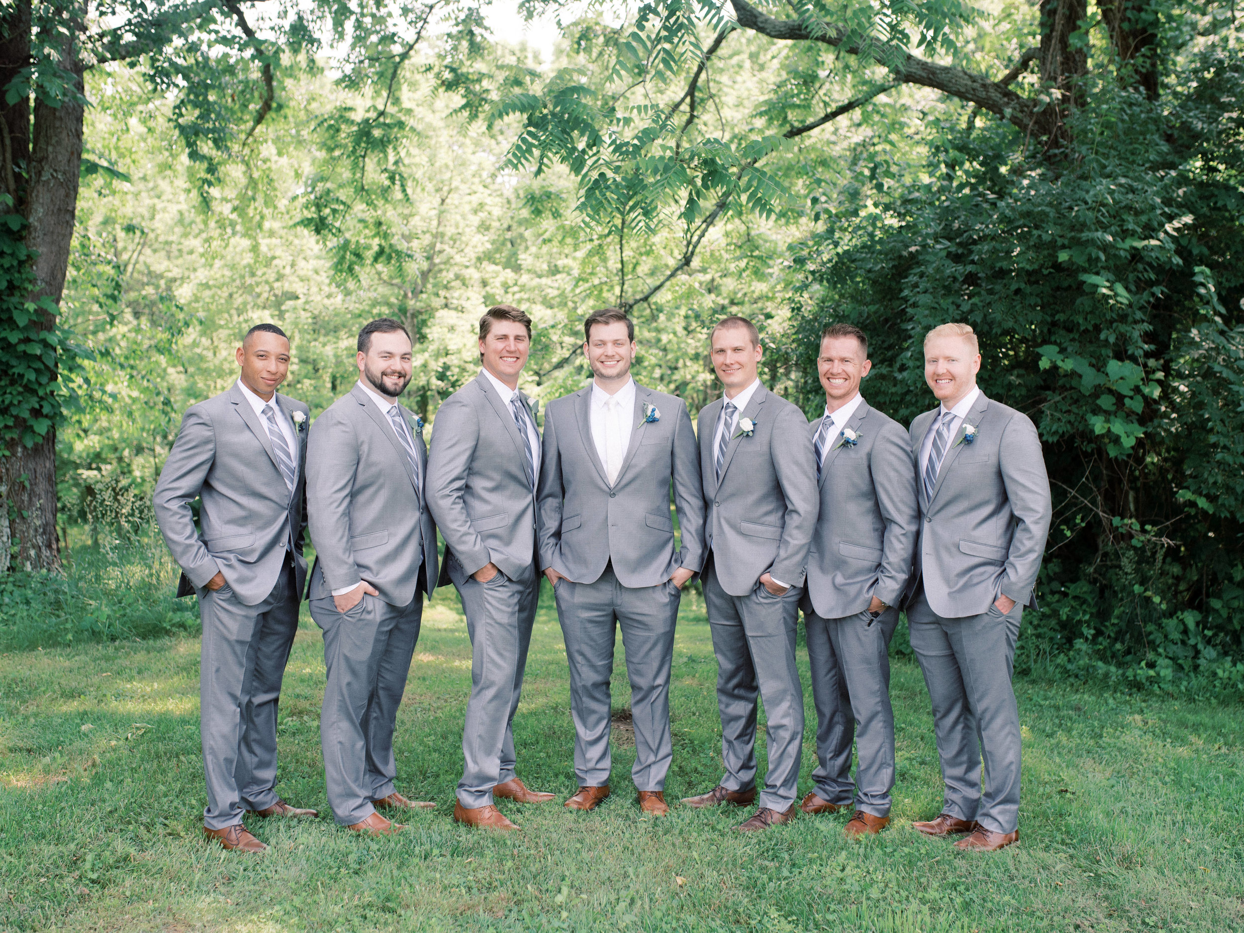 lexington-wedding-photographer-groom-style