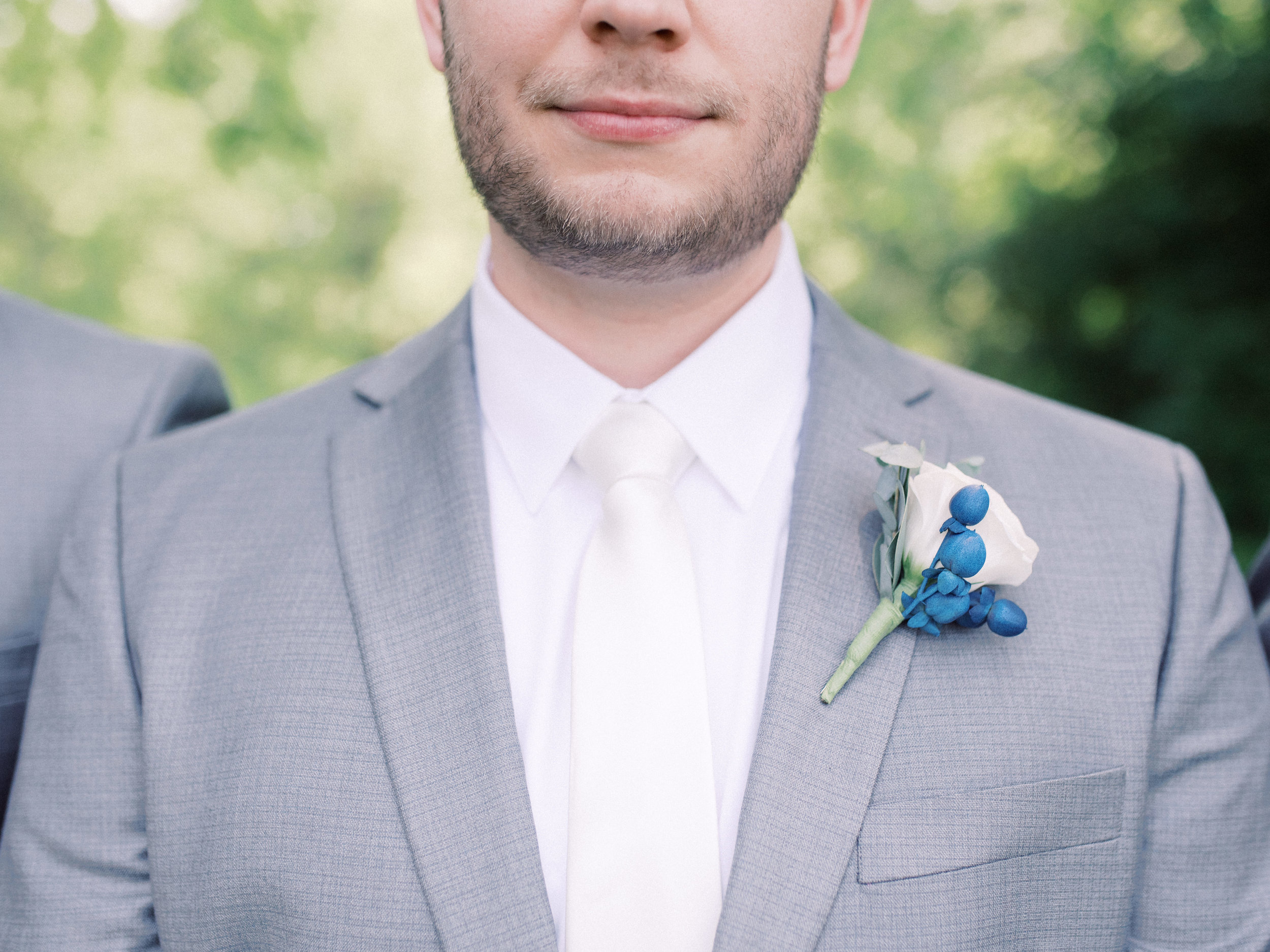 best-lexington-wedding-photographer-groom-boutonniere