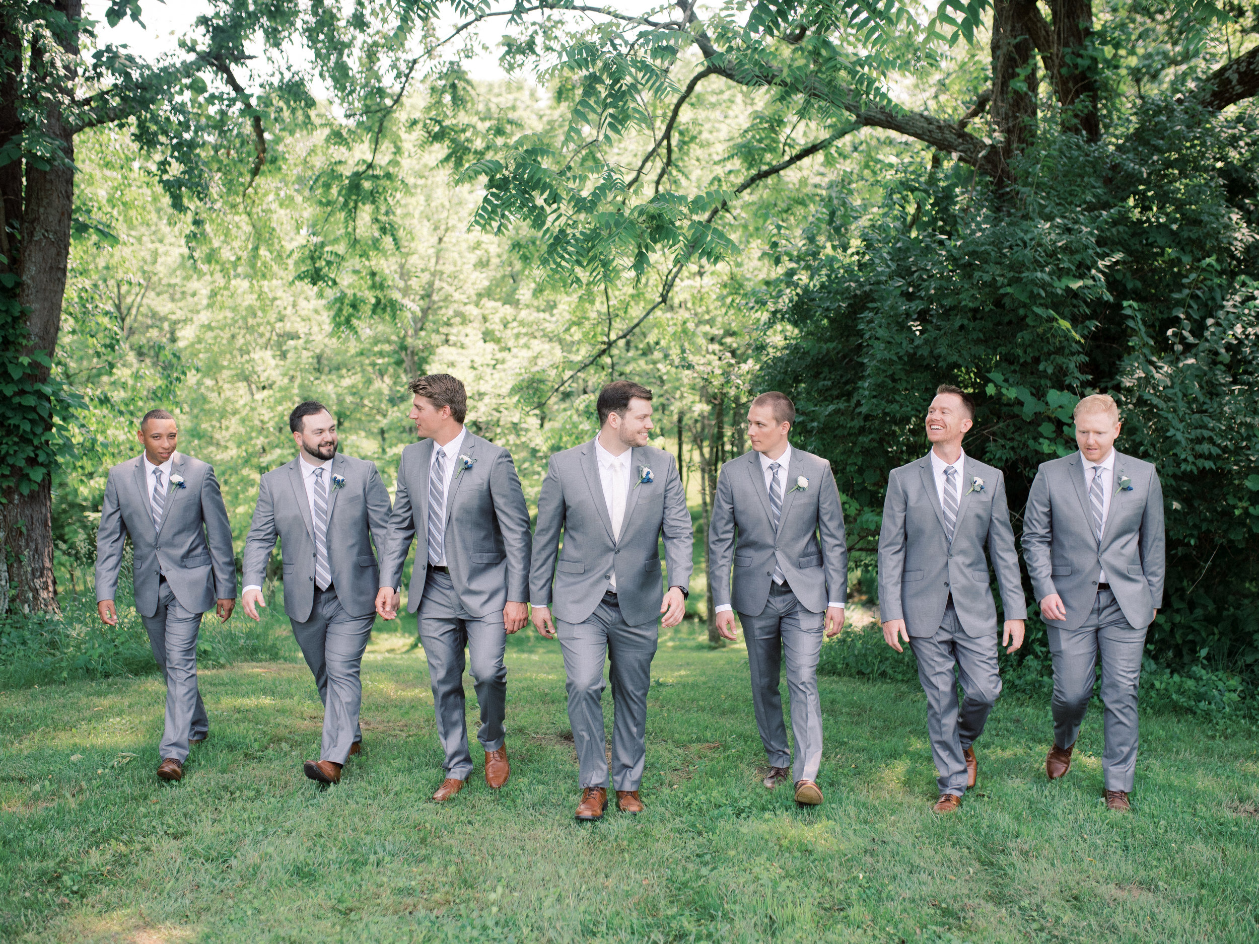 best-lexington-wedding-photographer-groomsmen