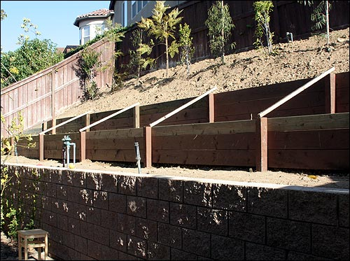 The retaining wall is done!