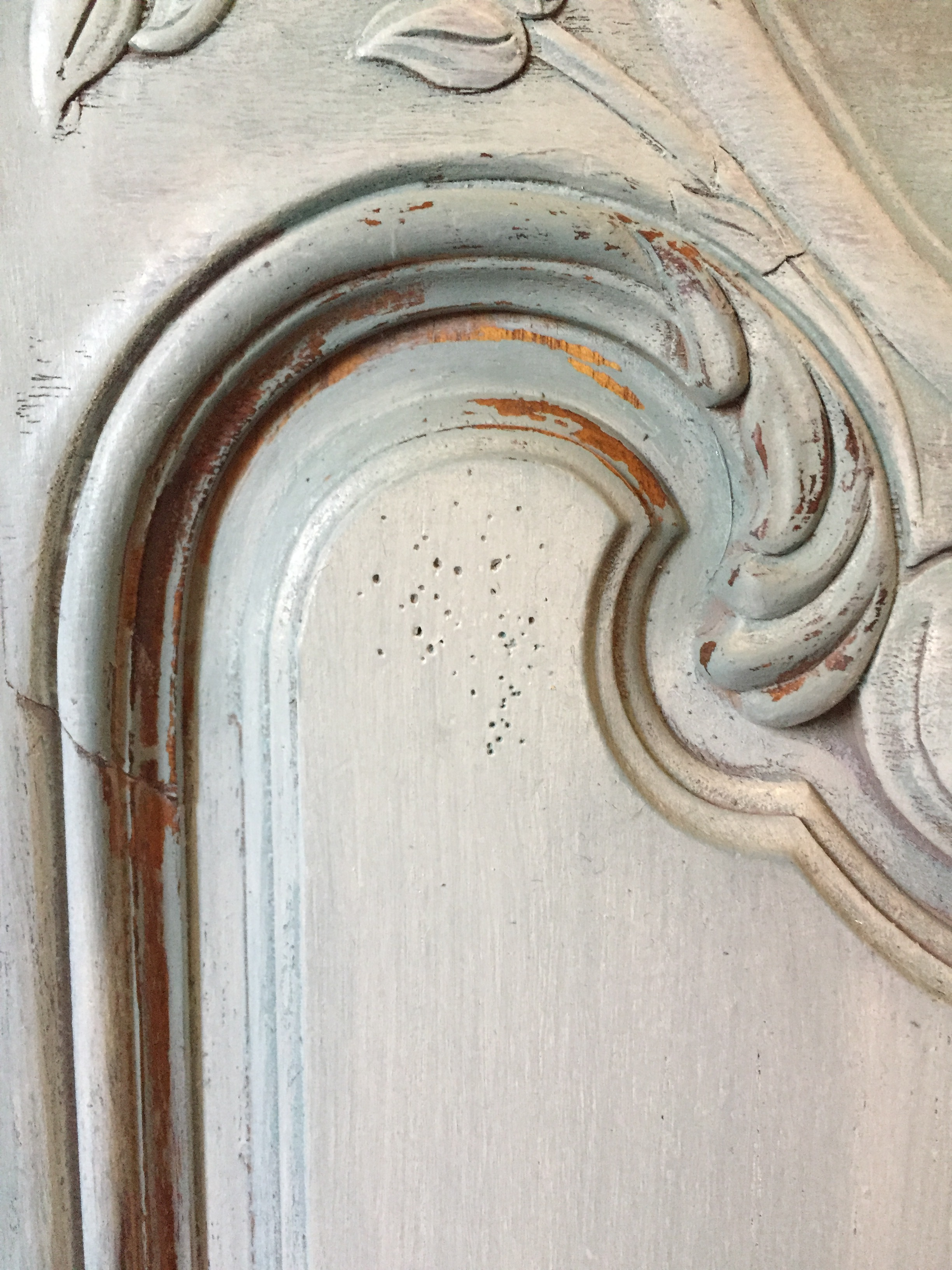 We get into the details!  Layers and distressing give our antiqued finishes a genuine feel, as opposed to the chalky craft store finishes which are so ubiquitous these days.