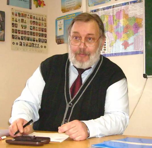 Александра Олексій Миколайович -Викладач математики,вчитель вищої категорії, вчитель-методист, педагогічний стаж: 36 років,