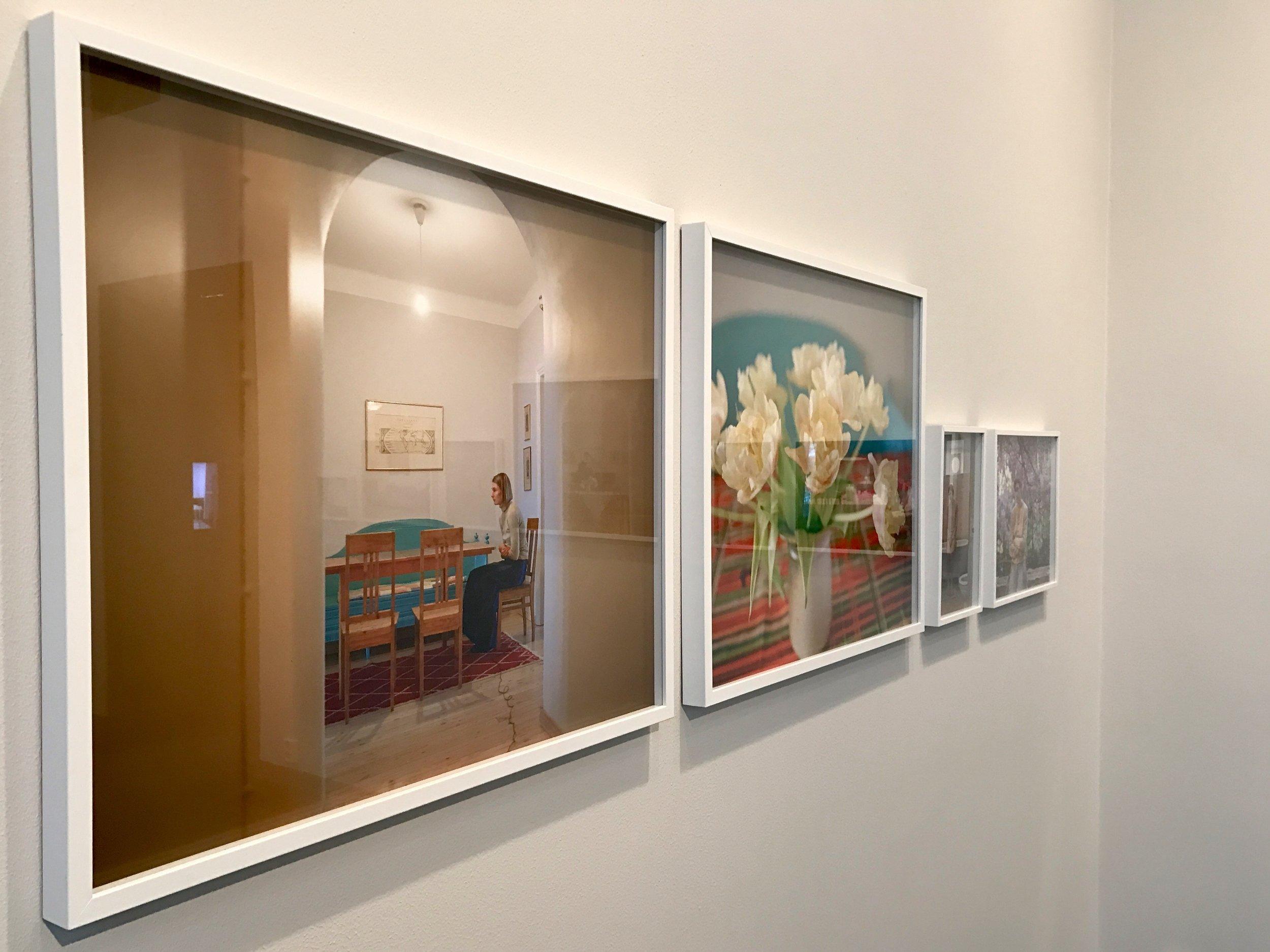Annonciation (2009) ja Tulips (2009), sarjasta Annonciation 2009-2013. Pigmenttimustevedos.