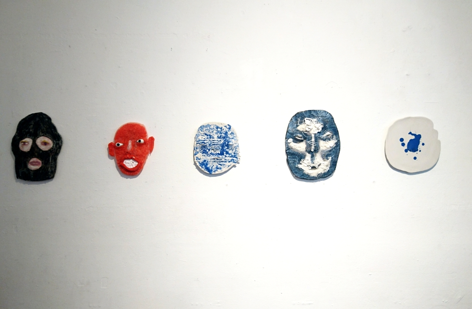 Armi Teva:  Full glam maskit , keramiikka, silikoni