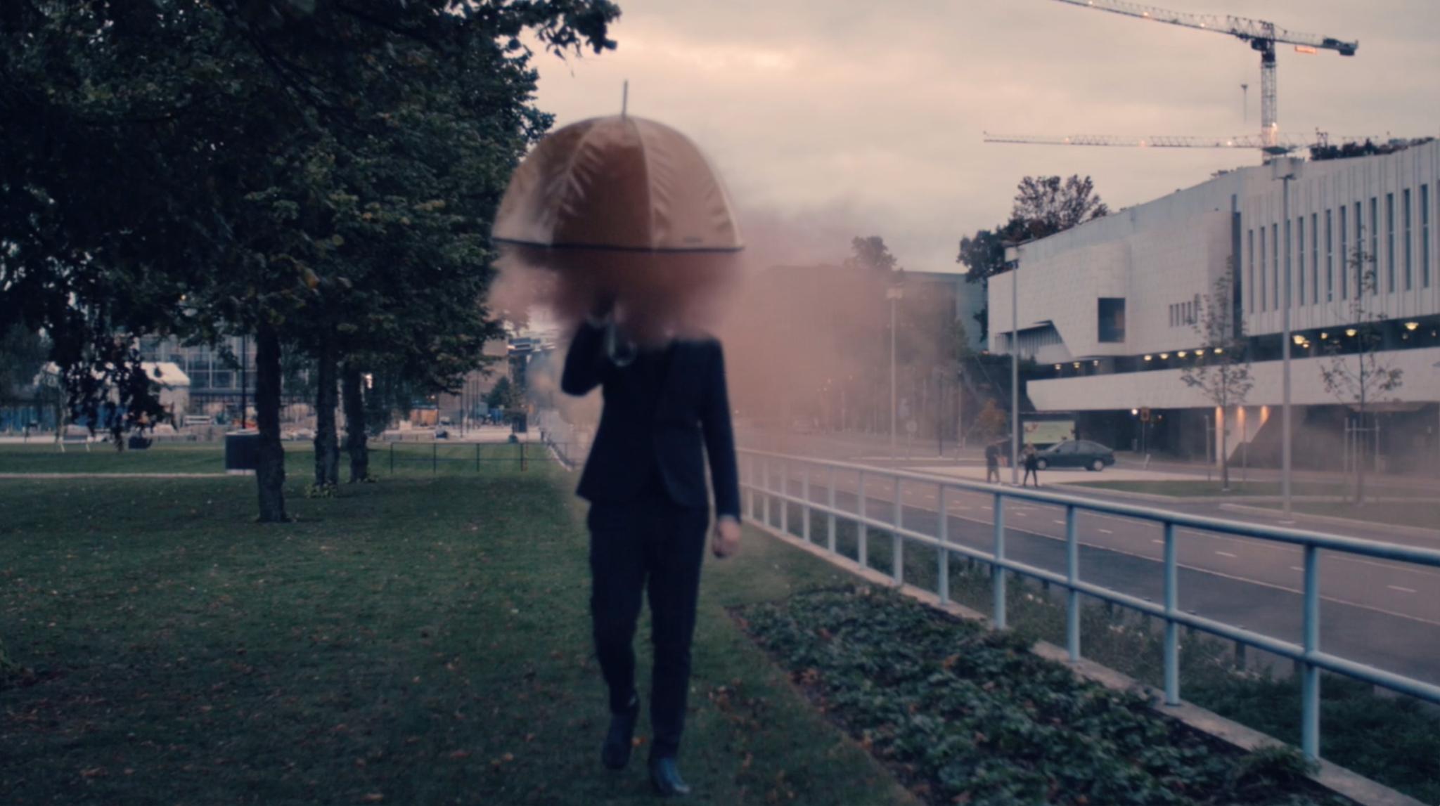 Still-kuva  Star Systemin  musiikkivideolta: Brando Louhivaara