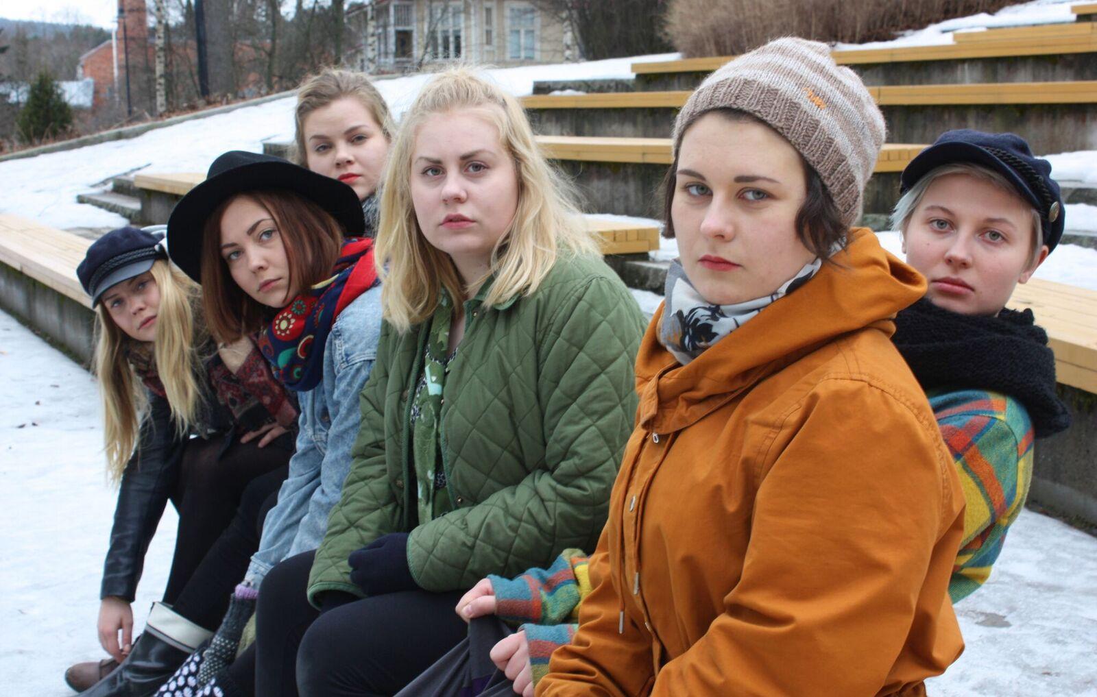 Puskakollektiivi on kahdeksan nuoren naisen teatteriseurue.Kuva:Aino Vauhkonen