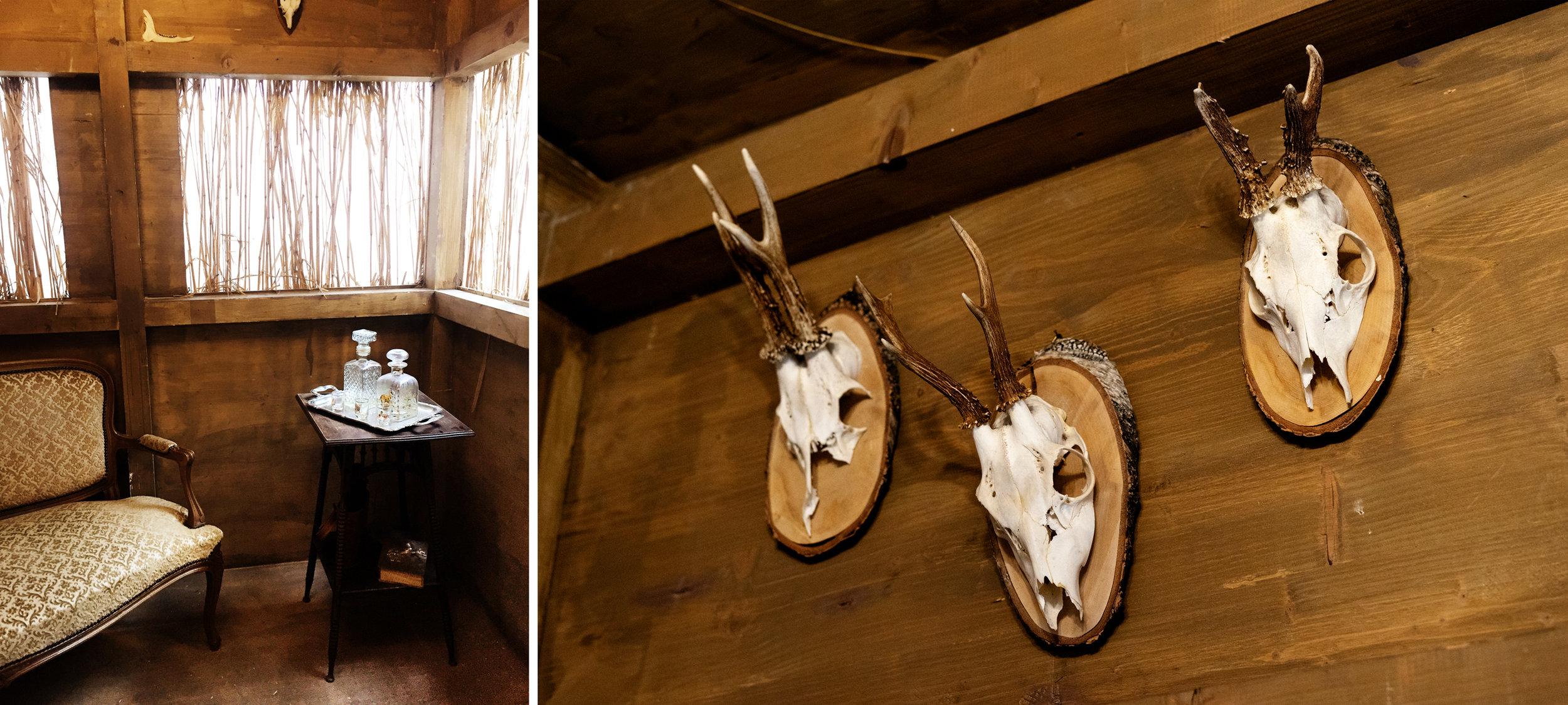Yksityiskohta  The Hunting blinds and Hunting Standards  (2005-2008) teoksen metsästysmajasta  The Dandy-Rococo.