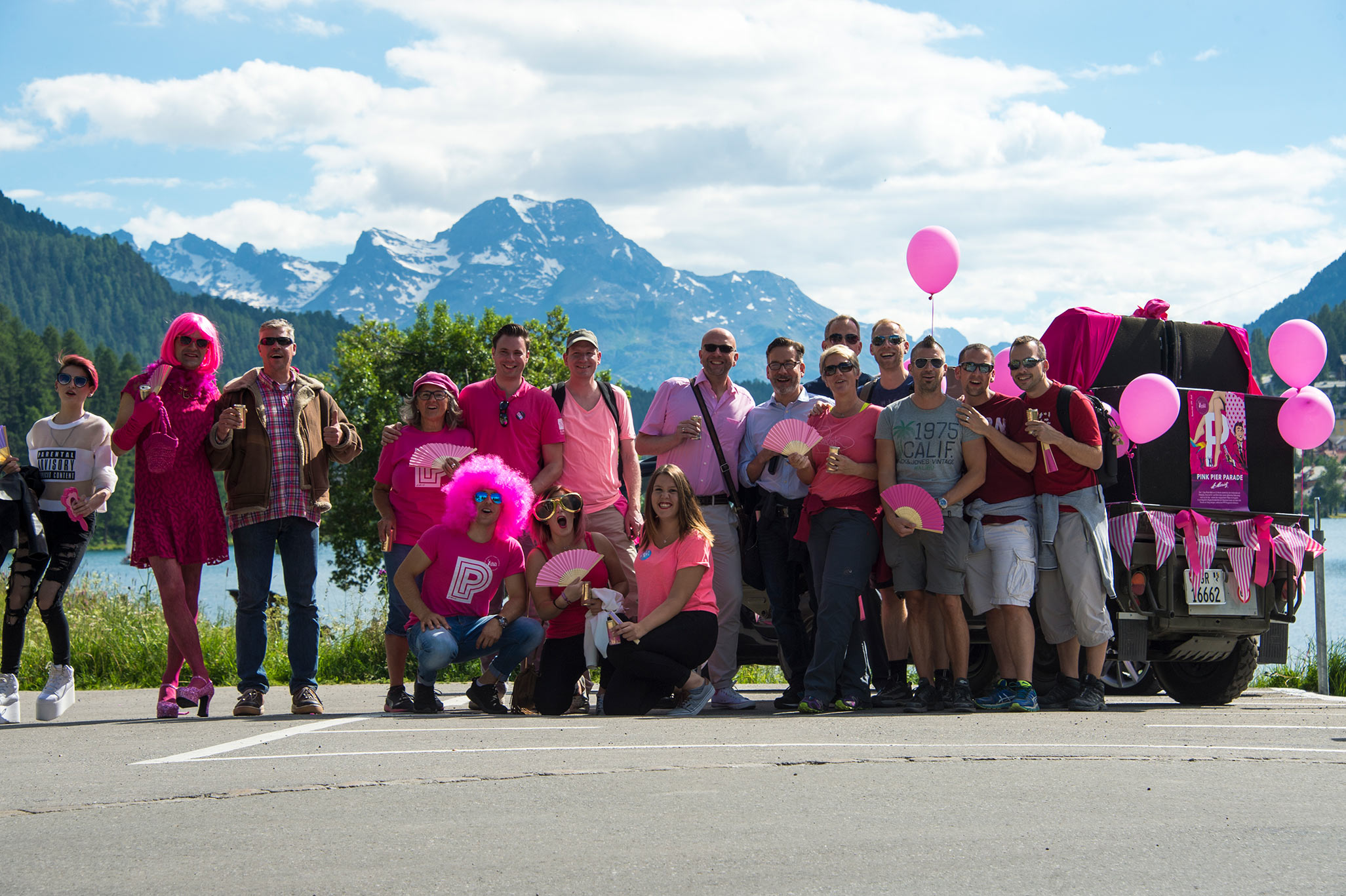pink-pier-parade-2016-lovemobil-start-gruppe.jpg