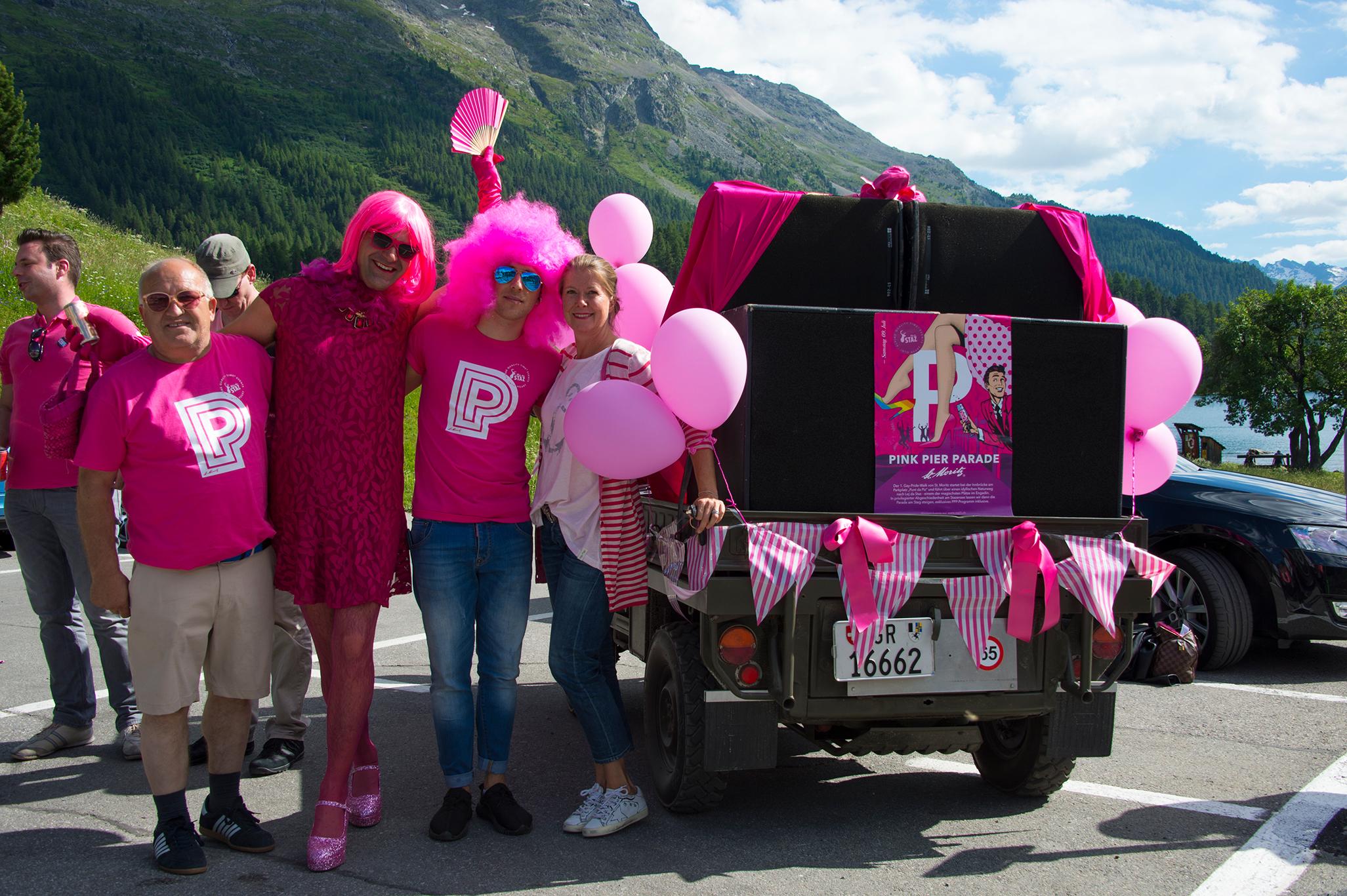 pink-pier-parade-2016-lovemobil-start.jpg