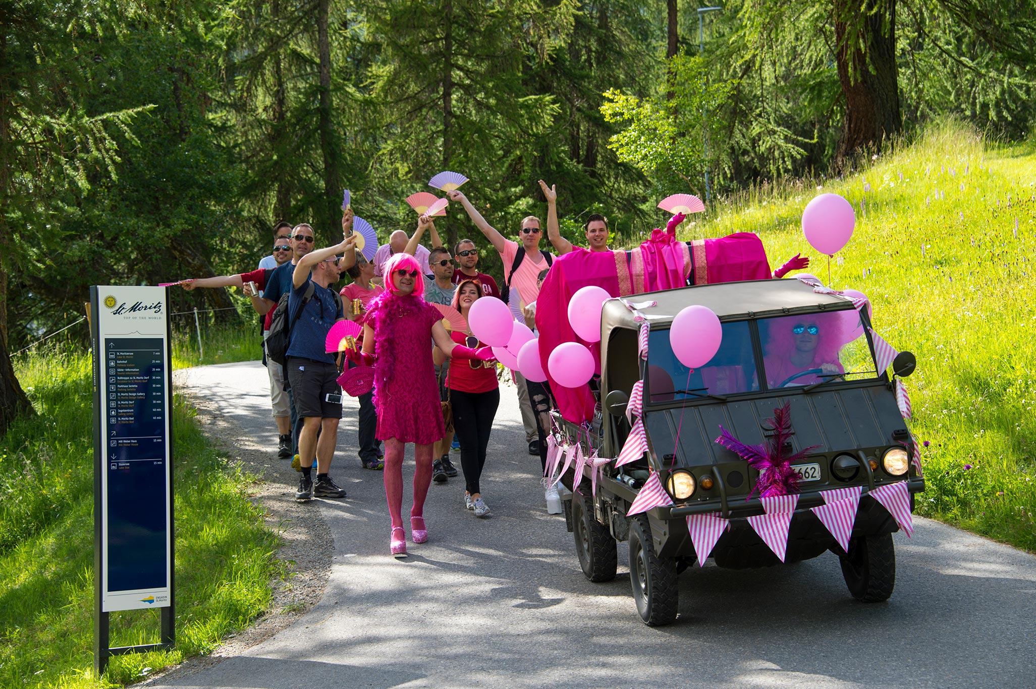 pink-pier-parade-2016-walk-lovemobil.jpg