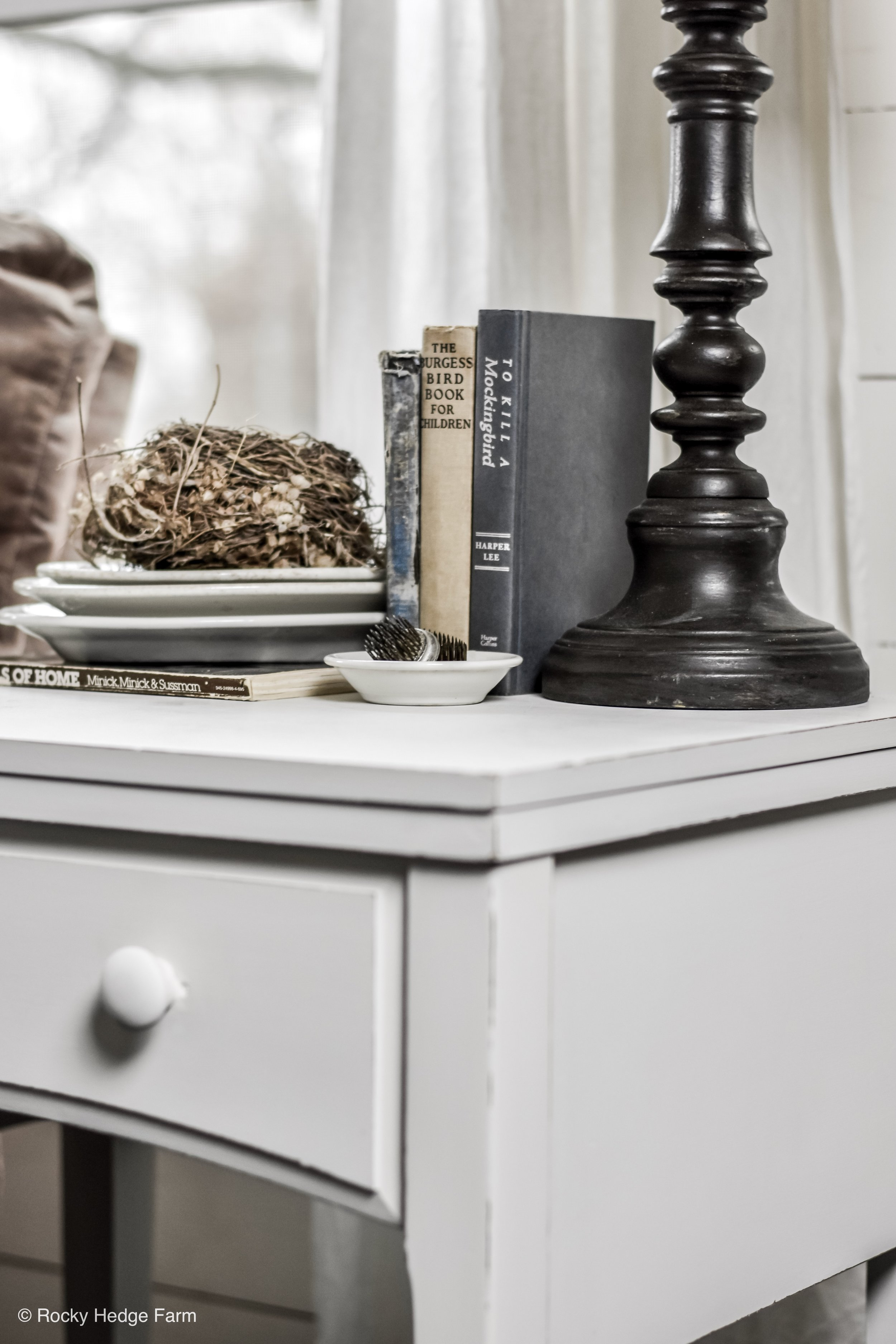 DIY Chalk Painted Farmhouse Table Makeover - Chalk Paint Recipe - Spring Farmhouse Decor | End Table | Night Stand Vignette | Rocky Hedge Farm