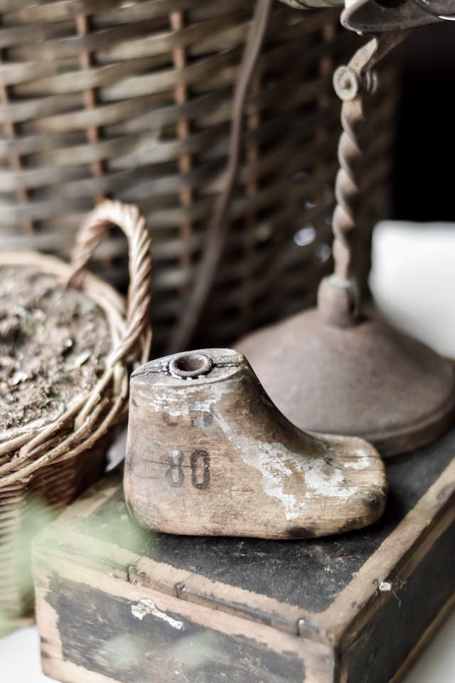 古色古香的木制婴儿鞋岩石篱笆农场亚博体育阿根廷合作伙伴