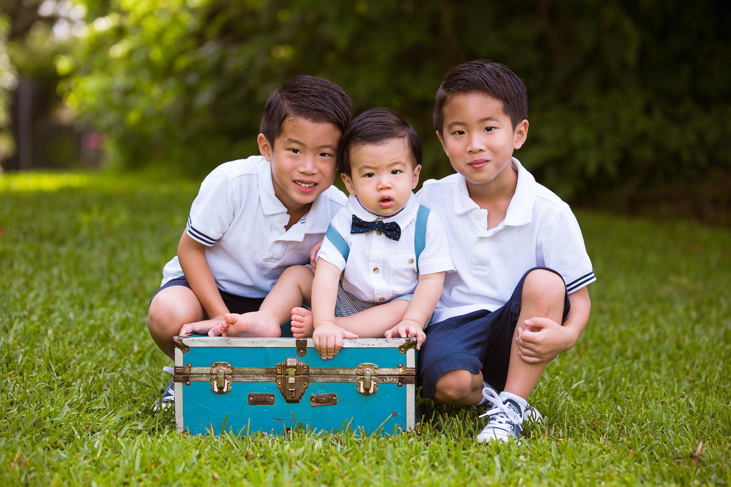 sugar-land-tx-katy-richmond-houston-kid-chidlren-photographer-outdoor-first-birthday-brother-photography.jpg
