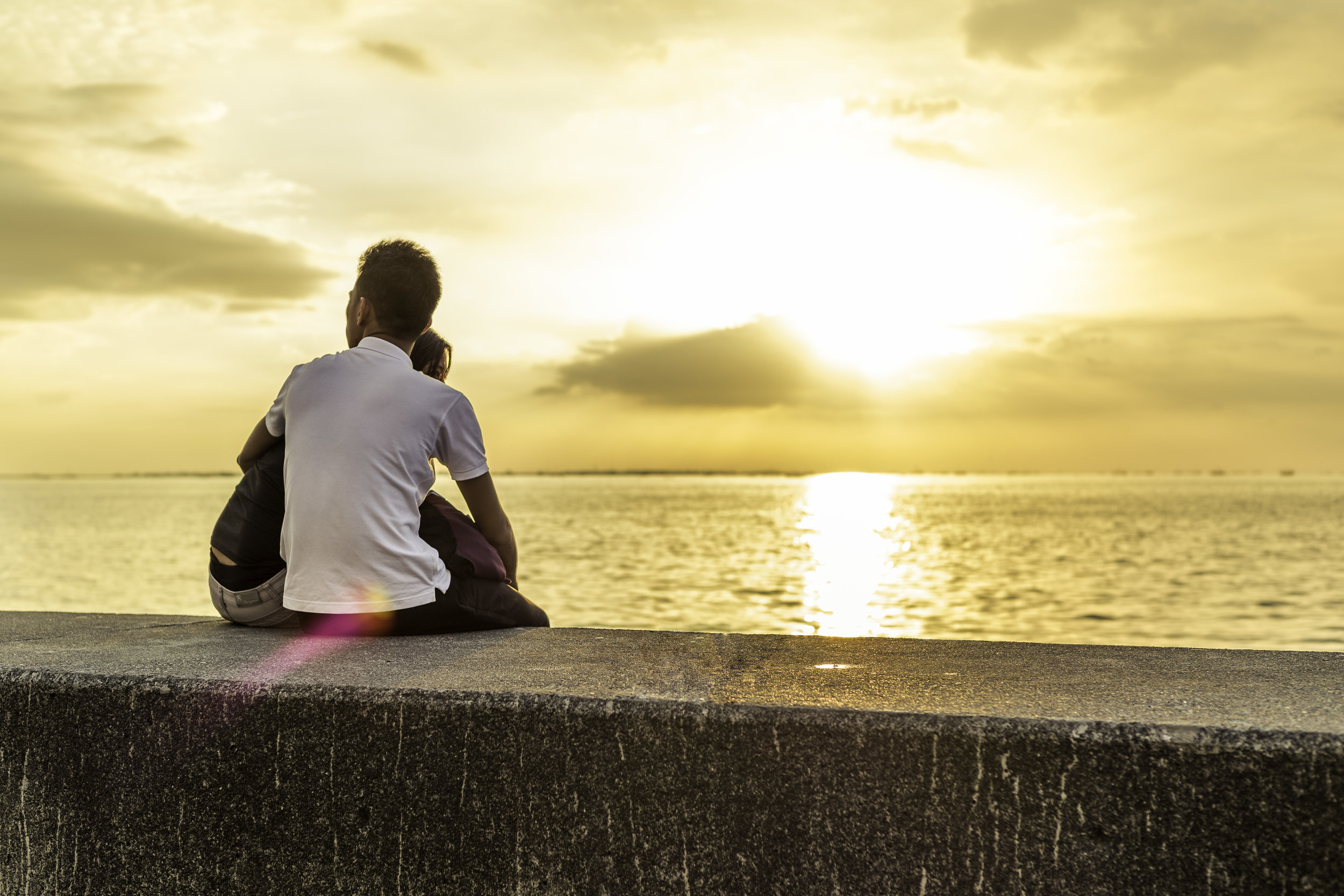 Couple-Watching-Manila-Bay-Sunset.jpg