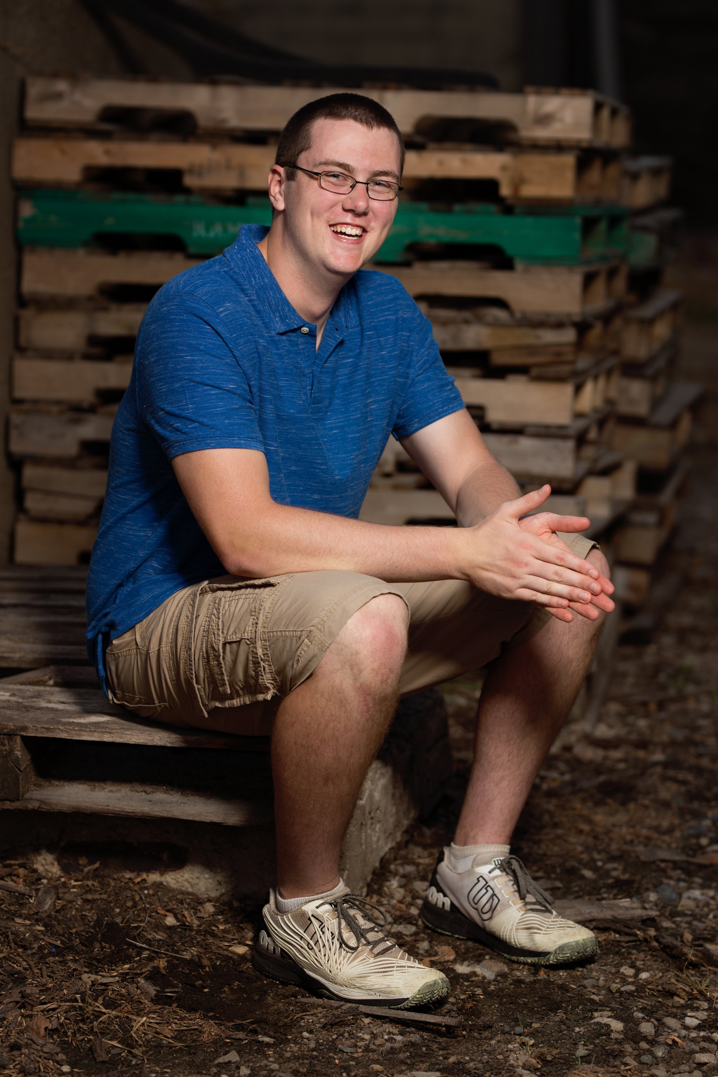 Senior picture in front of pallets