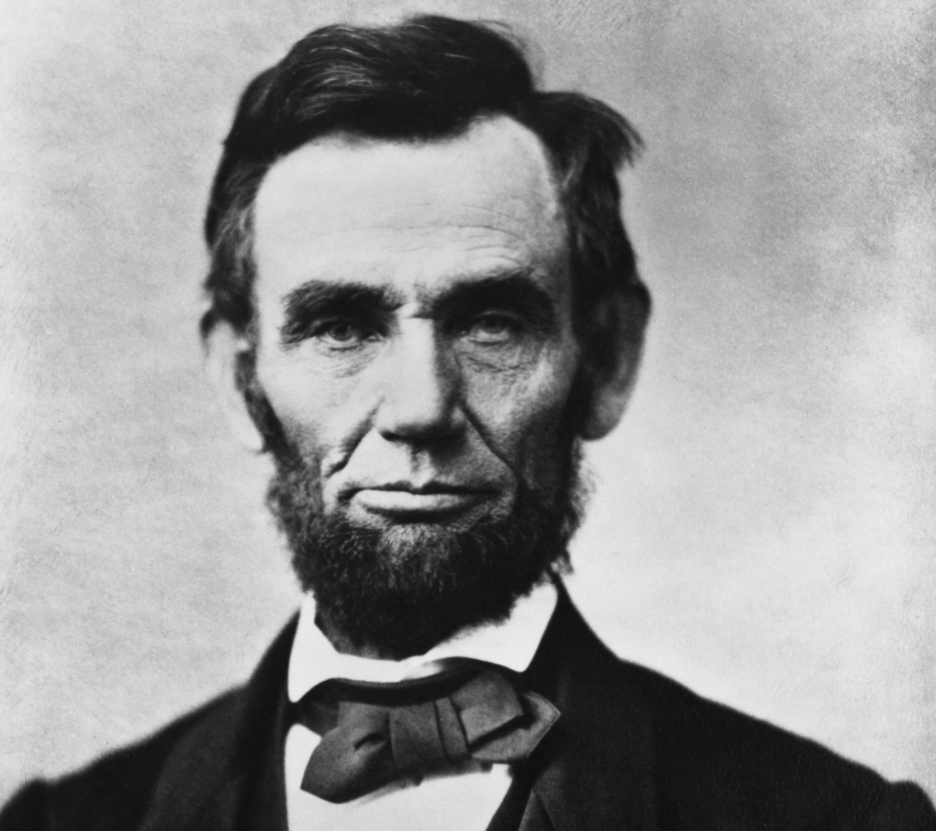 Abraham_Lincoln_head_on_shoulders_photo_portrait.jpg