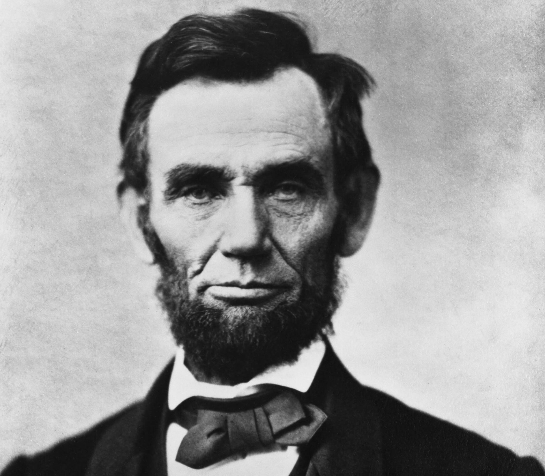 Abraham_Lincoln_head_on_shoulders_photo_portrait.jpg
