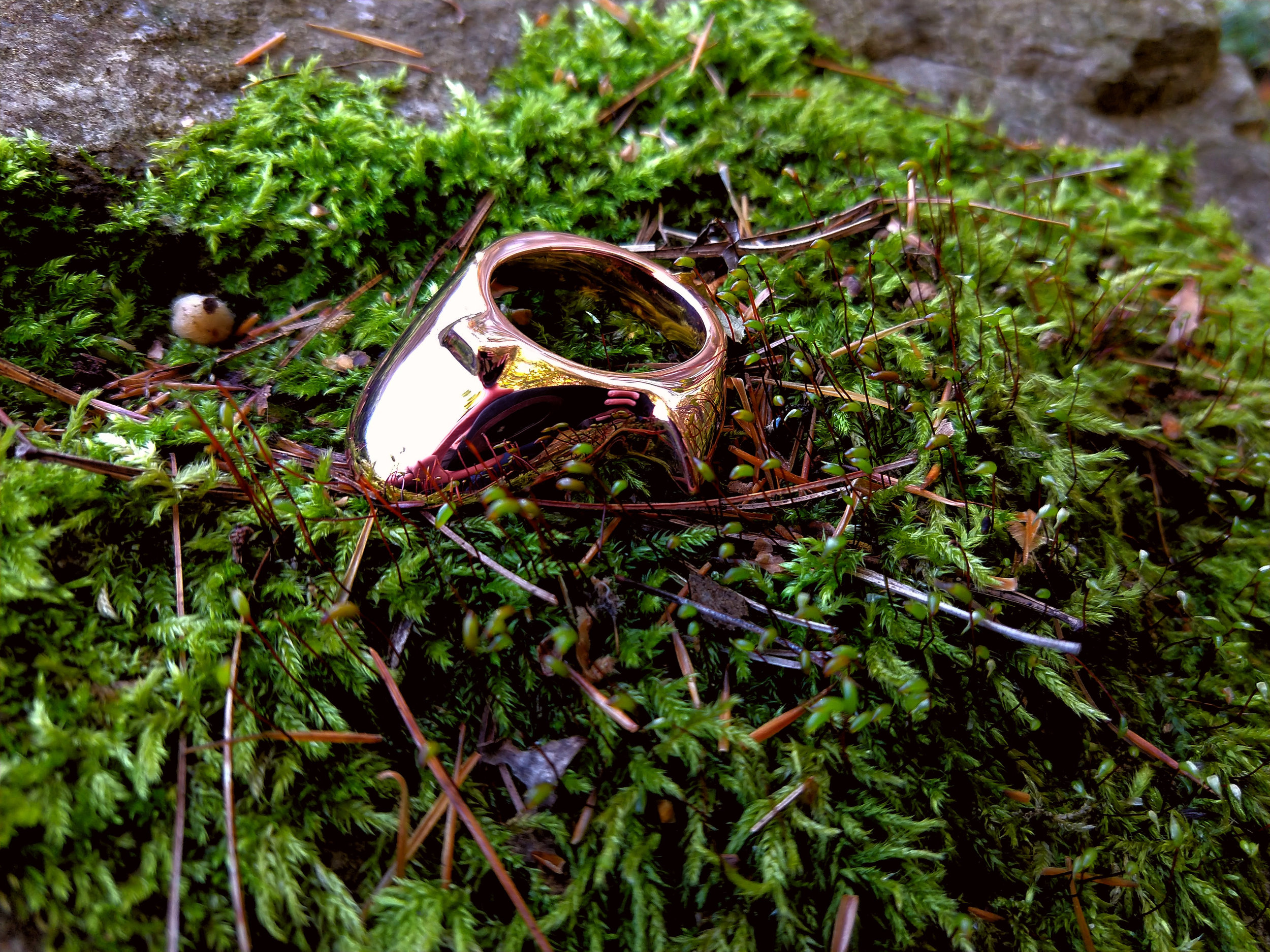 A fully bespoke ring, combining tongue and spur, in solid copper.