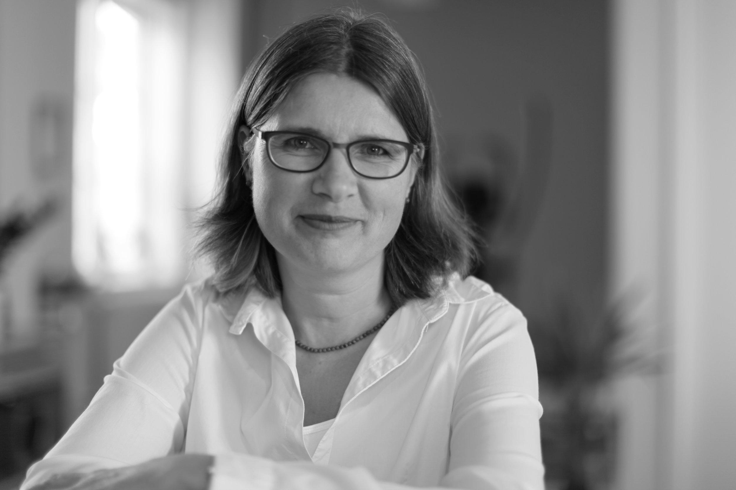 Frauke Lindås  Osteopat – Fysioterapeut Telefon 41 45 15 17 E-post  frauke@nordstrandhelsesenter.no