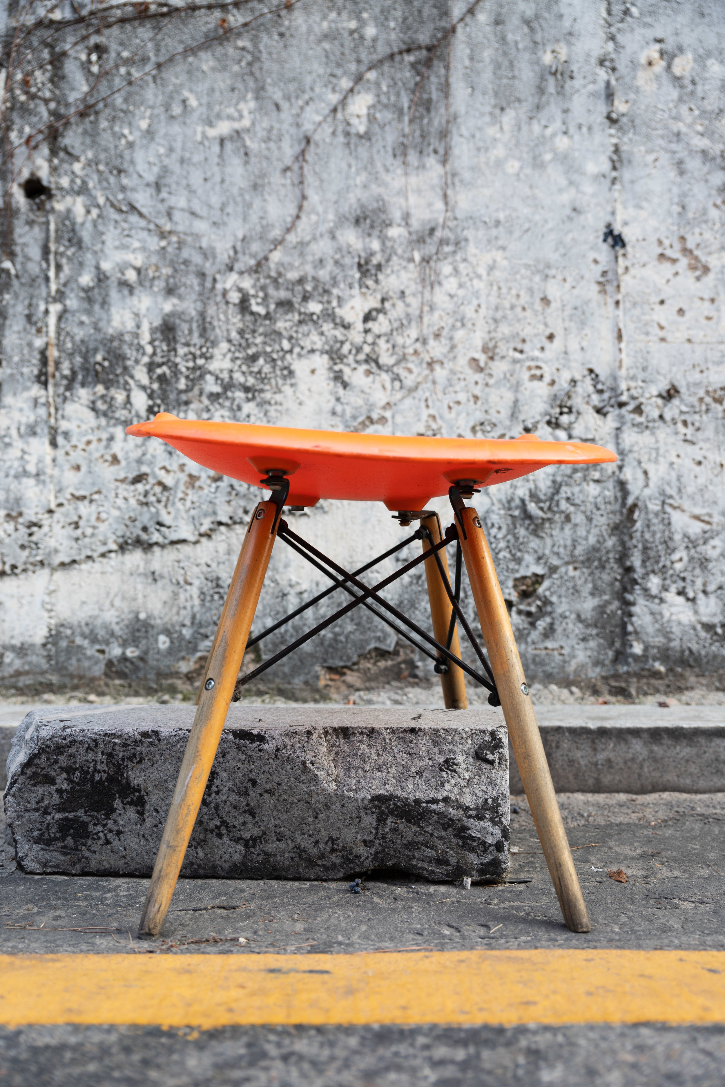 I came upon a row of half-broken stools that had been left out in front of an interestingly textured wall on a back street between Apujeong and Gangnam. The colour on this orange one worked especially well with the greys of the wall and road, and the block beneath the stool helps too. The subject could be either the stool and the road marking or the shades and textures of grey.