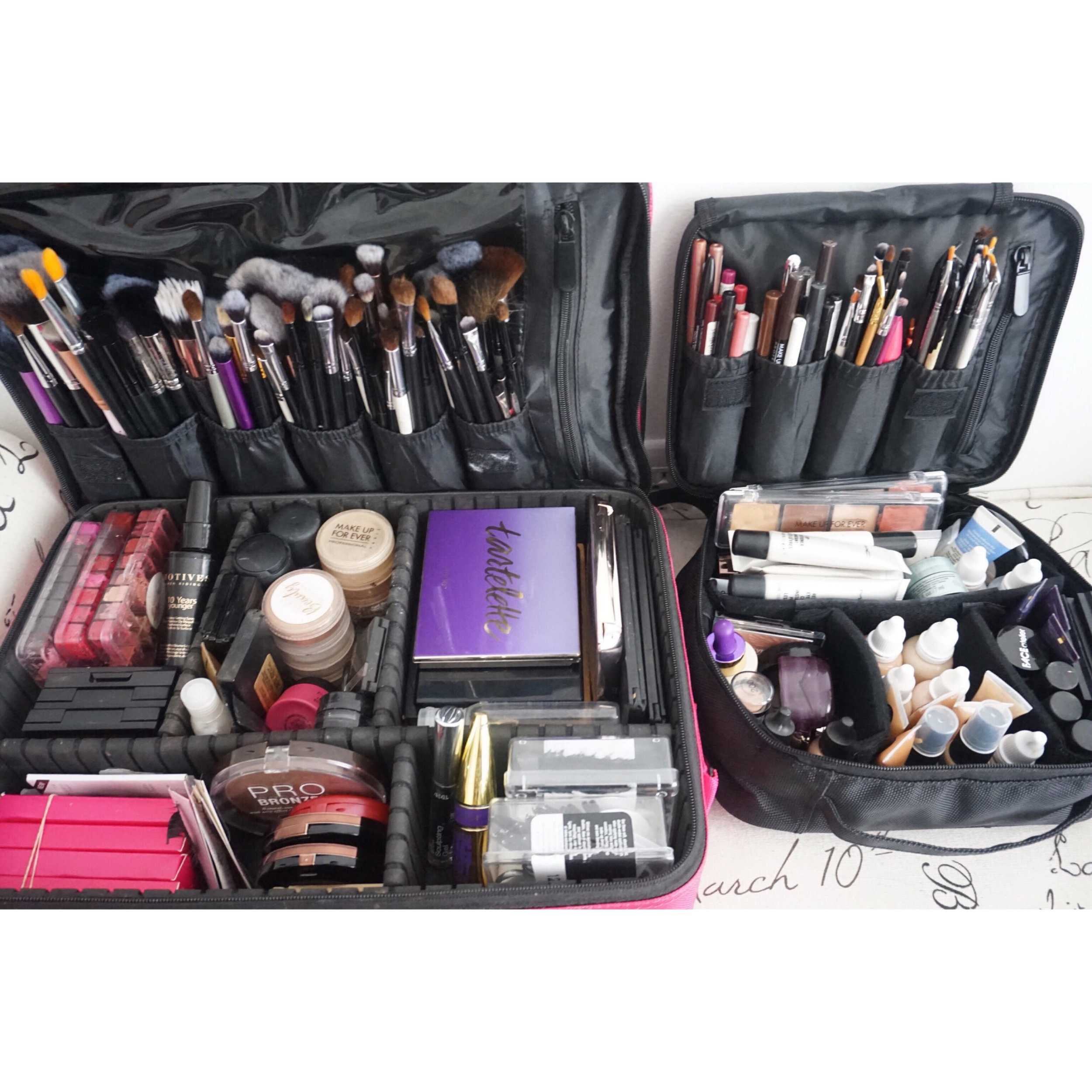 Another thing that is truly important to me in making booking flow easily is how I pack my makeup kit. I consider myself to be a very organized person so functionality is a must for me. It didn't take me overnight to get to this kit (which I am super proud of!). This has taken much trial and error.