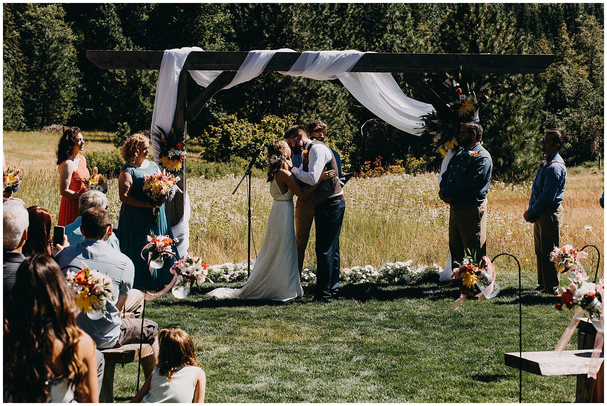 brown-family-homestead-wedding-tyler-elyse32.jpg