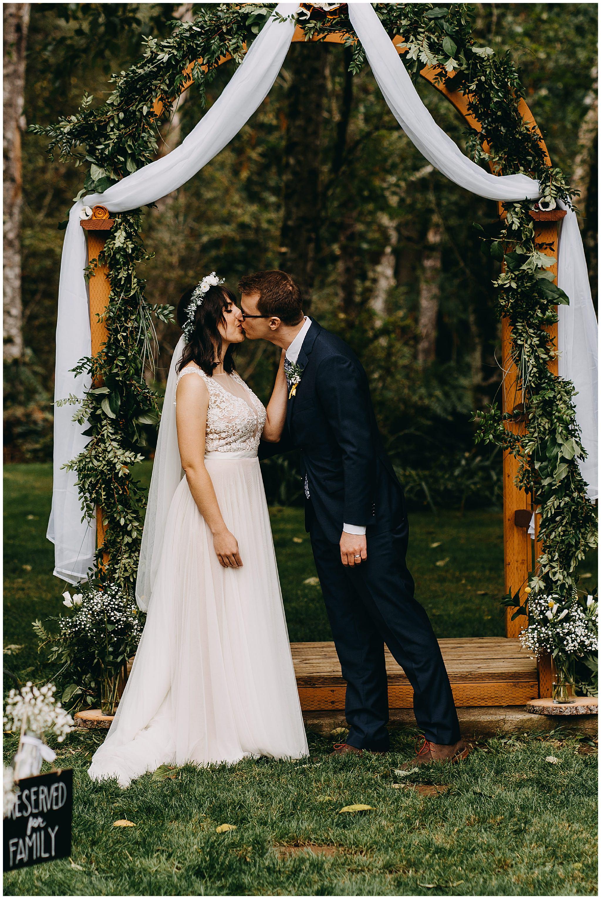 wallace-falls-lodge-wedding-evan-kelsey74.jpg
