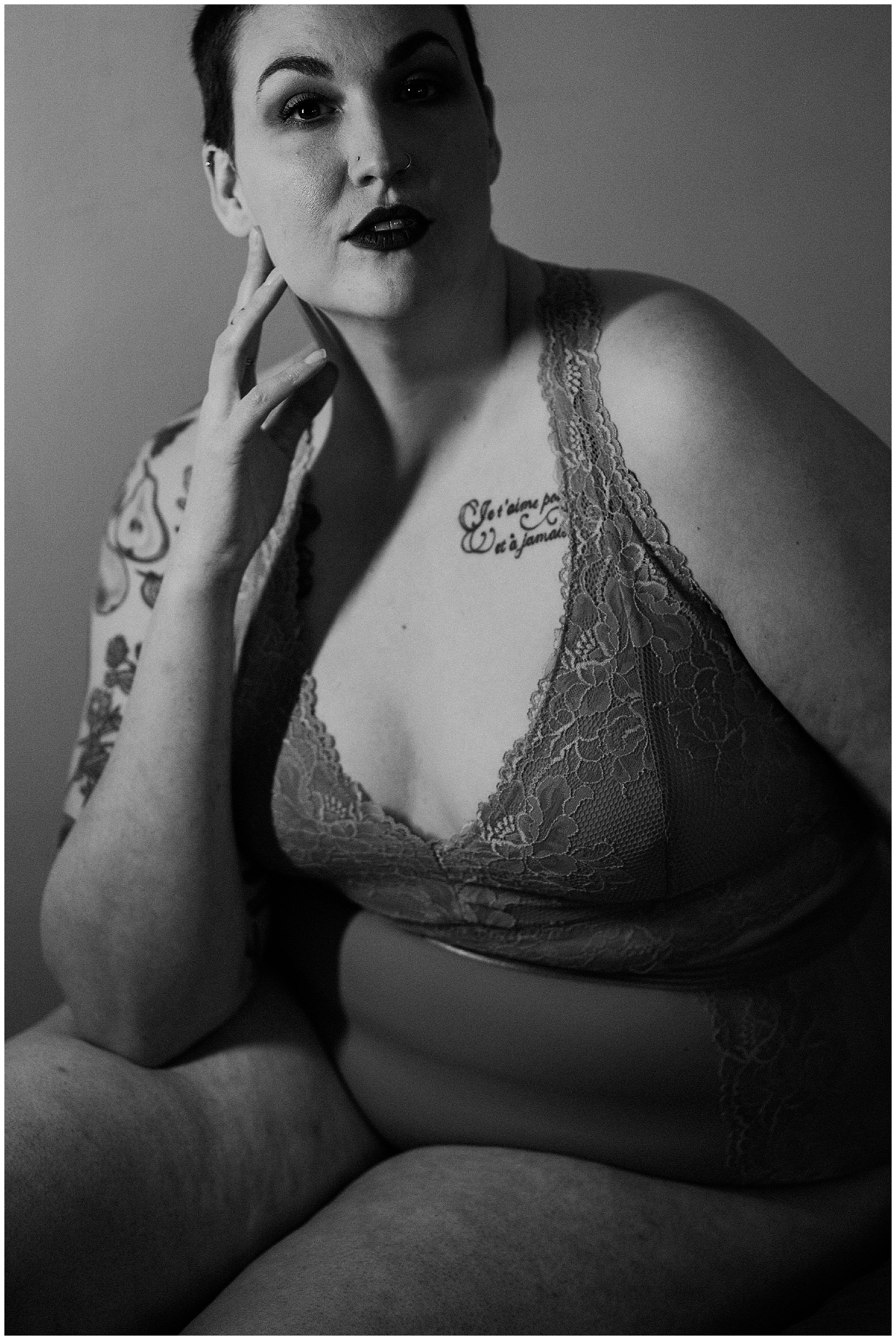 seatac-in-home-boudoir-portraits-kendall-fat-babe-boudoir25.jpg