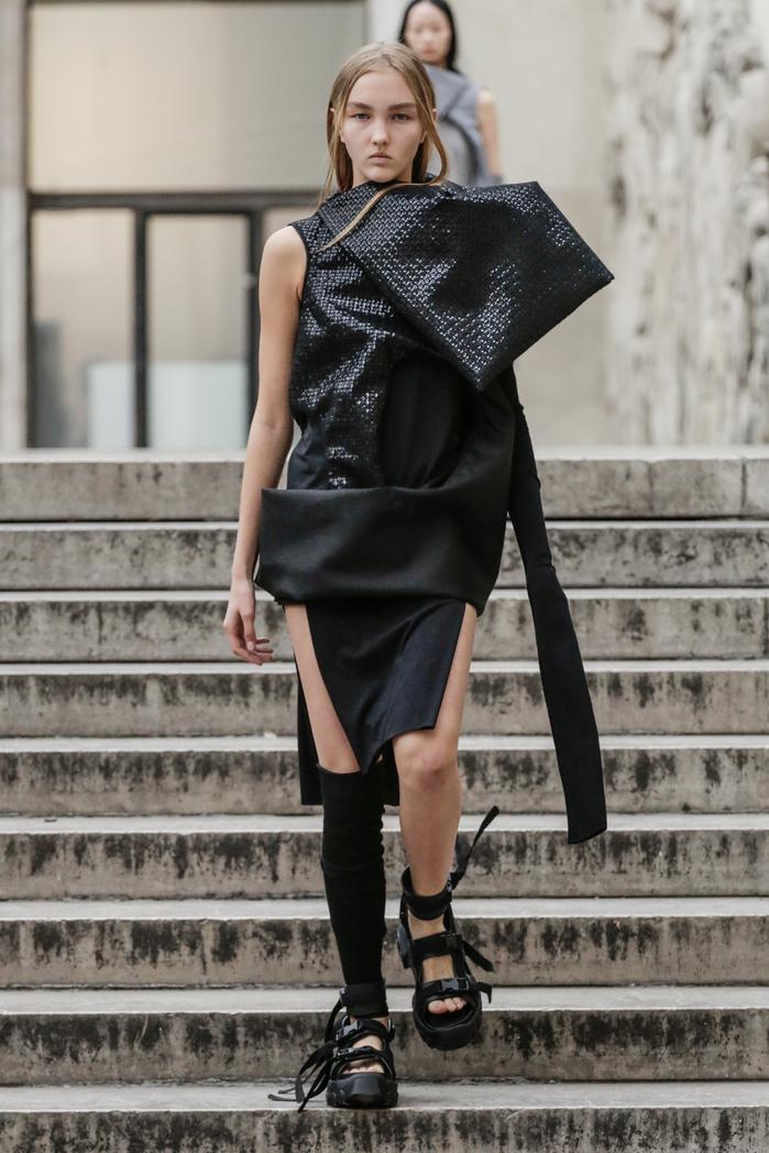 *all photos can be found on  http://fashionweekonline.com/rick-owens-spring-2018-paris-fashion-week