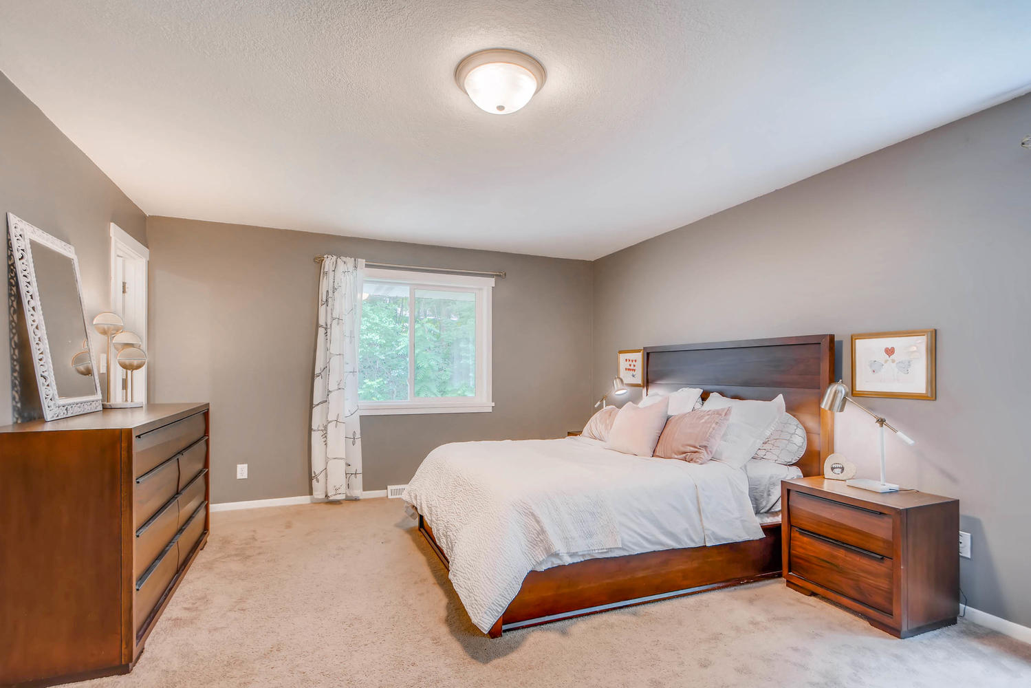 2111 Victoria Street N-large-014-13-Master Bedroom-1499x1000-72dpi.jpg