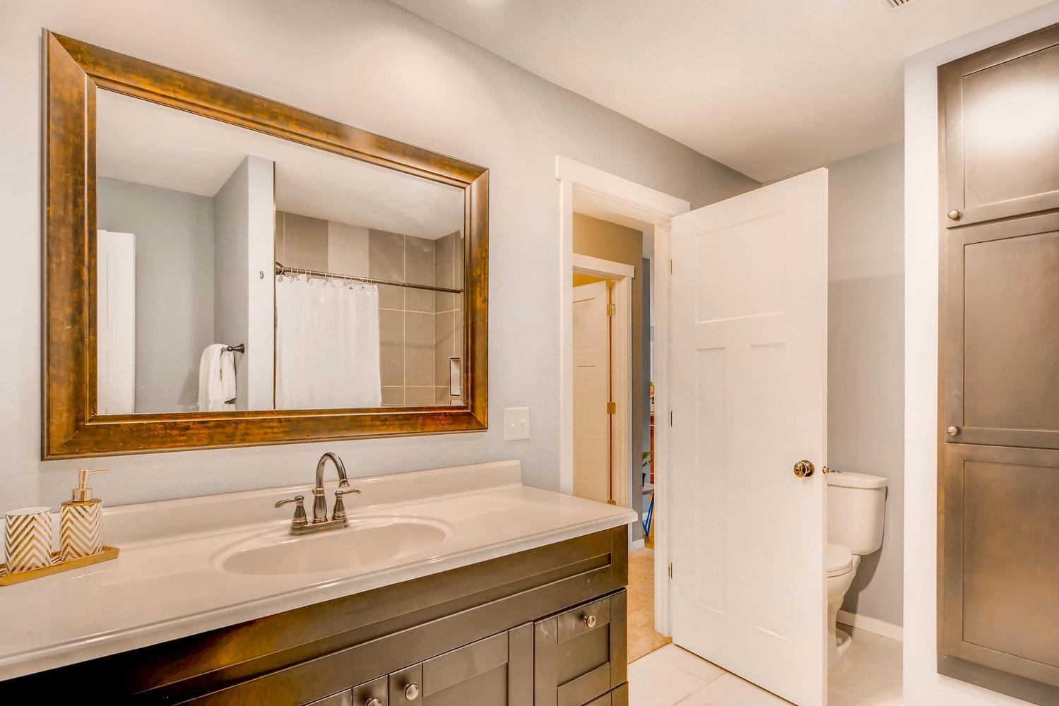 En-Suite, Walk-through Bath