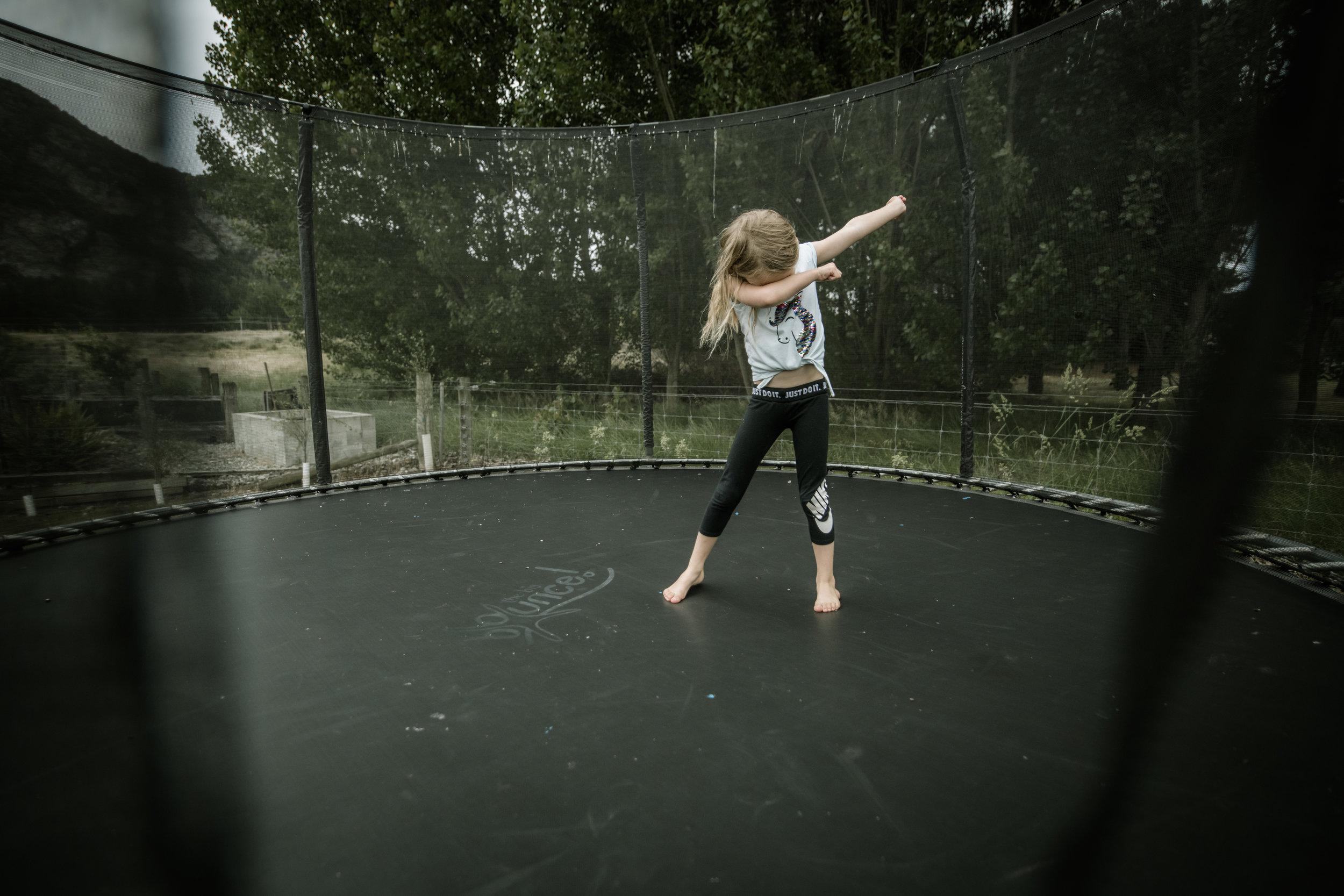 Harper - Trampoline dabbing