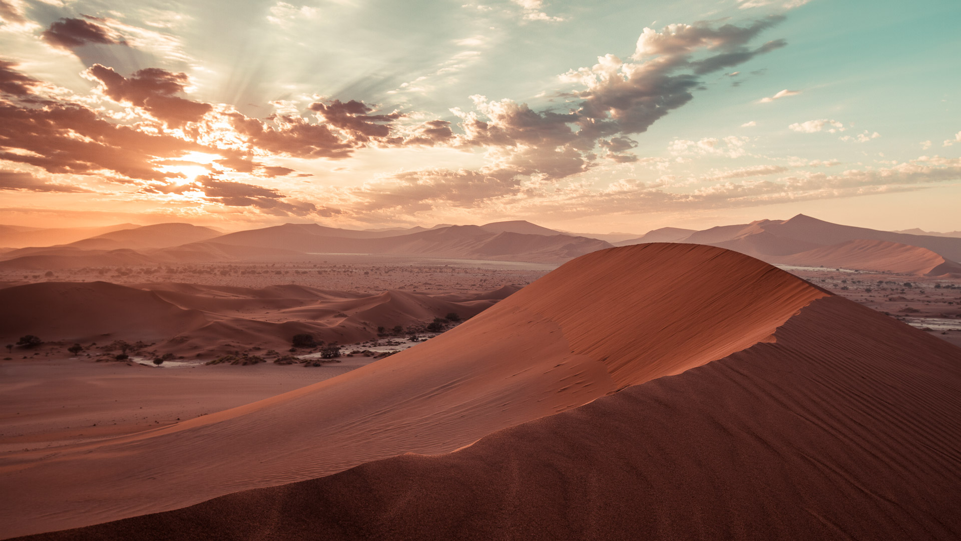 The two dawn images photographed from the top of the Big Mamma dune.